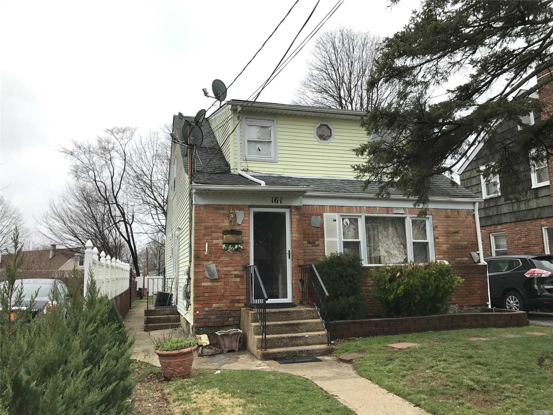 161 Fairview Blvd - Hempstead, New York