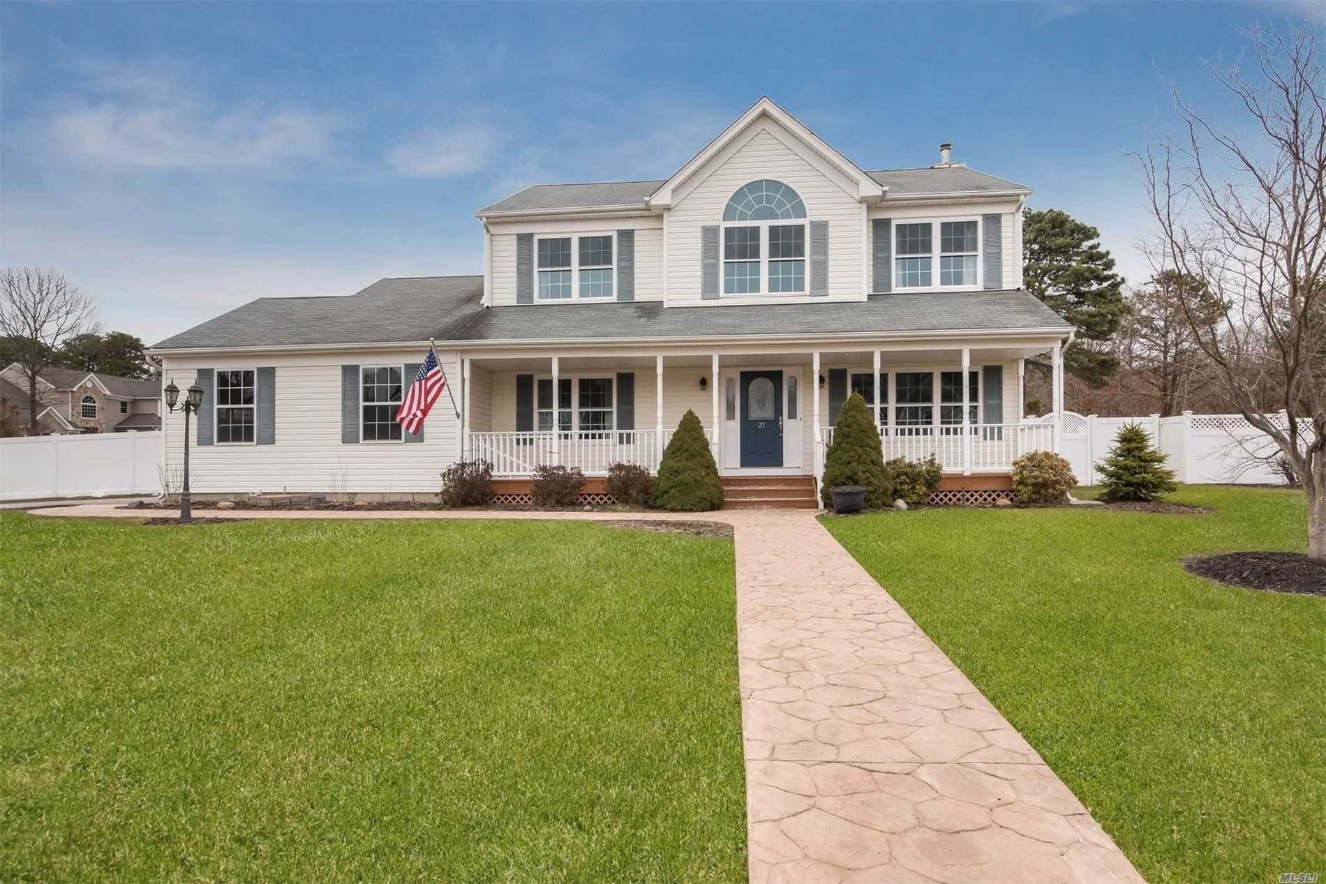 23 Williamsburg Way - Yaphank, New York