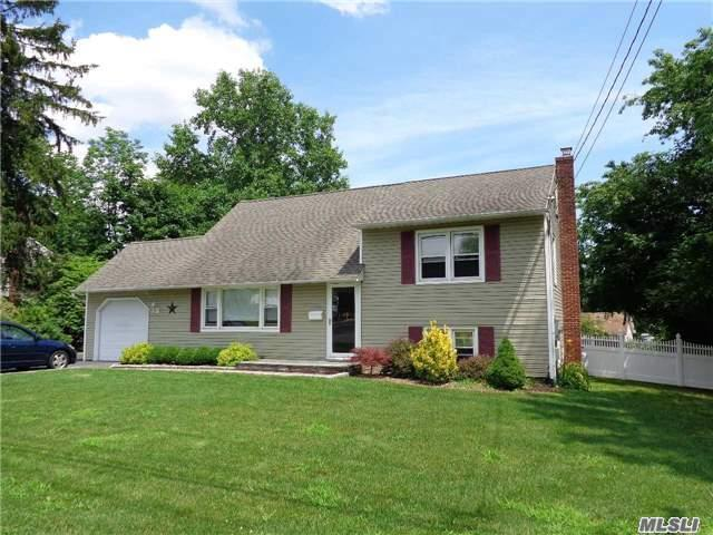 Say Hello To Your New Home! Just Listed Smithtown Home!