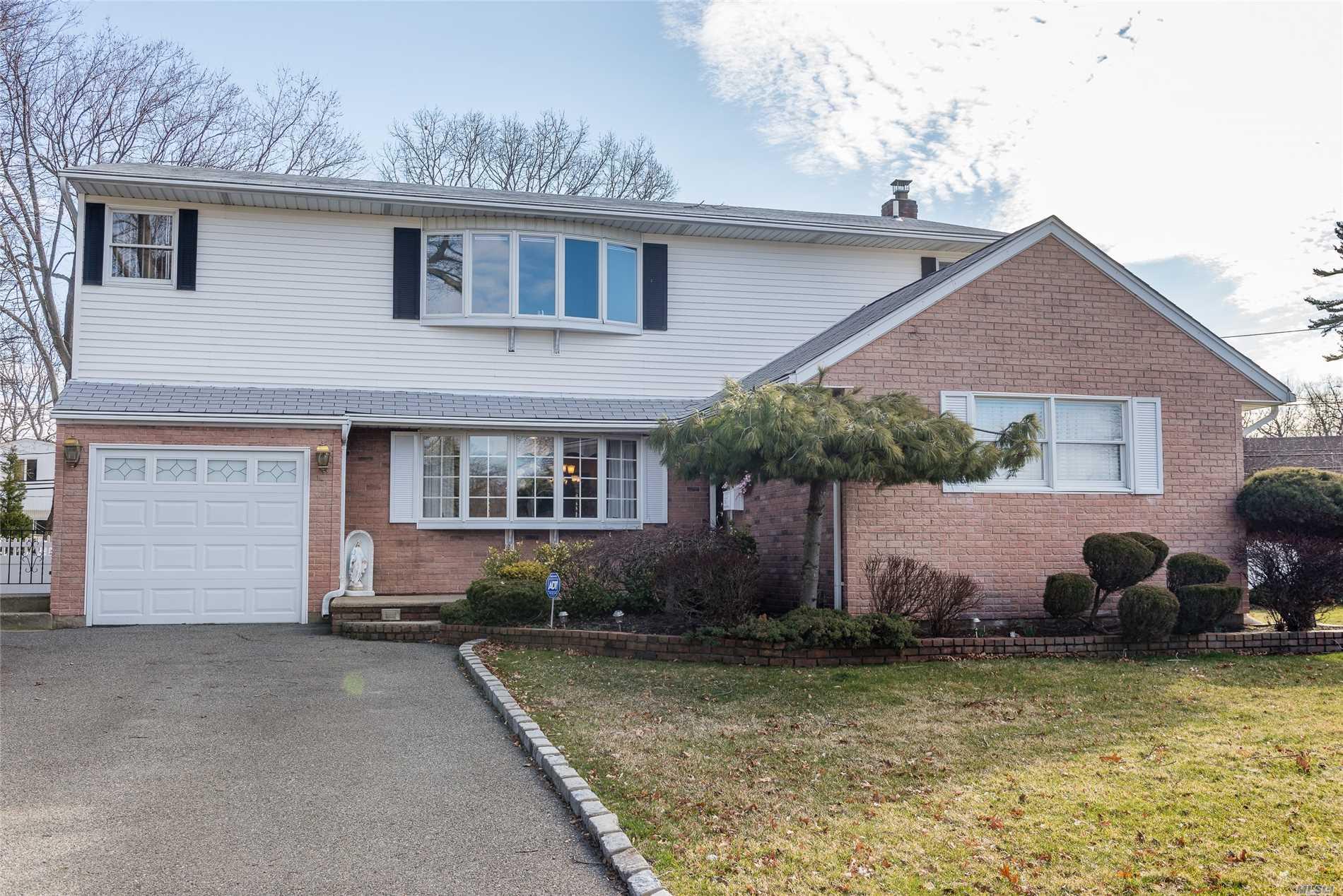 997 Huckleberry Rd - N. Bellmore, New York