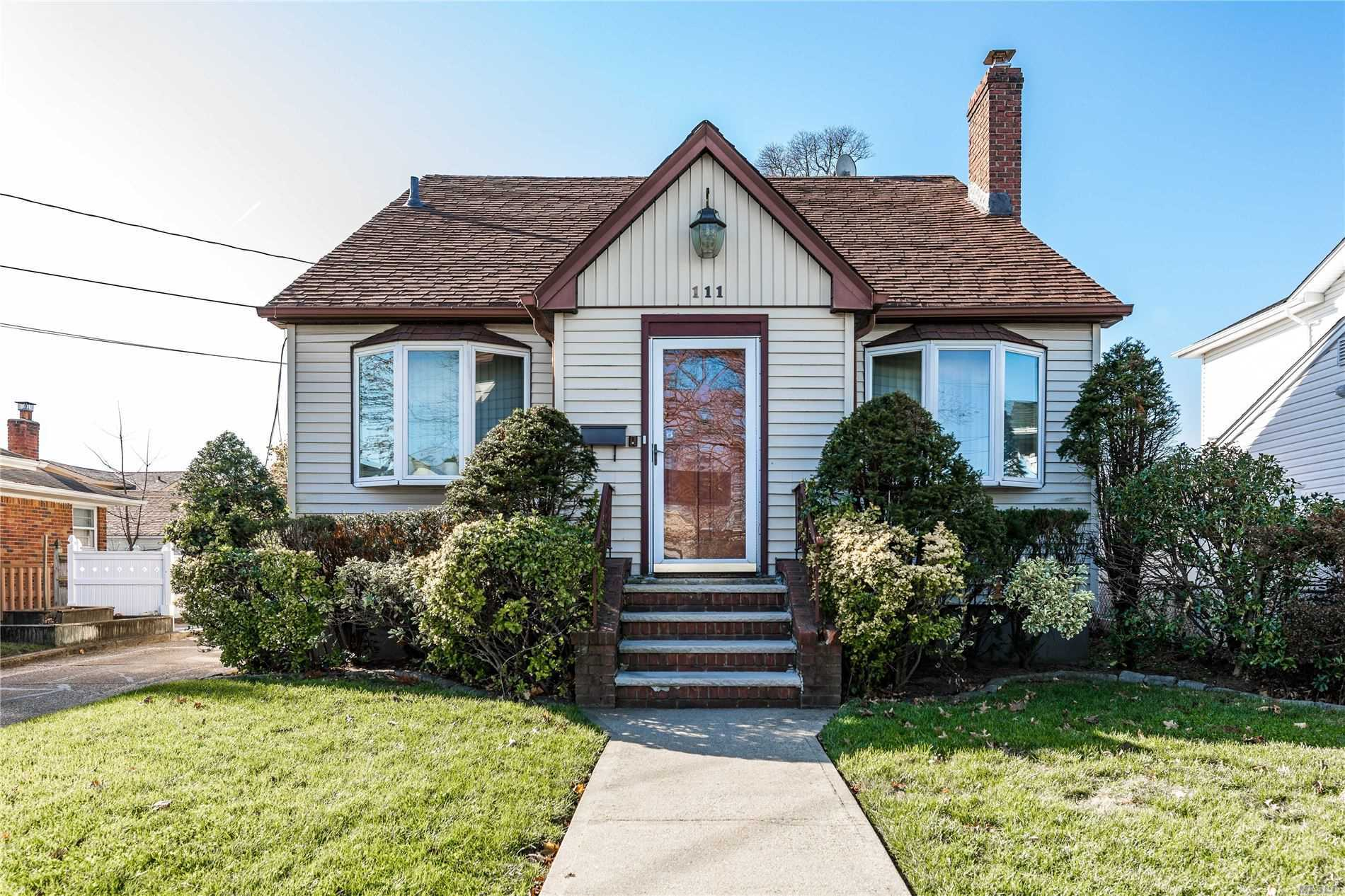 111 Pearsall Ave - Lynbrook, New York