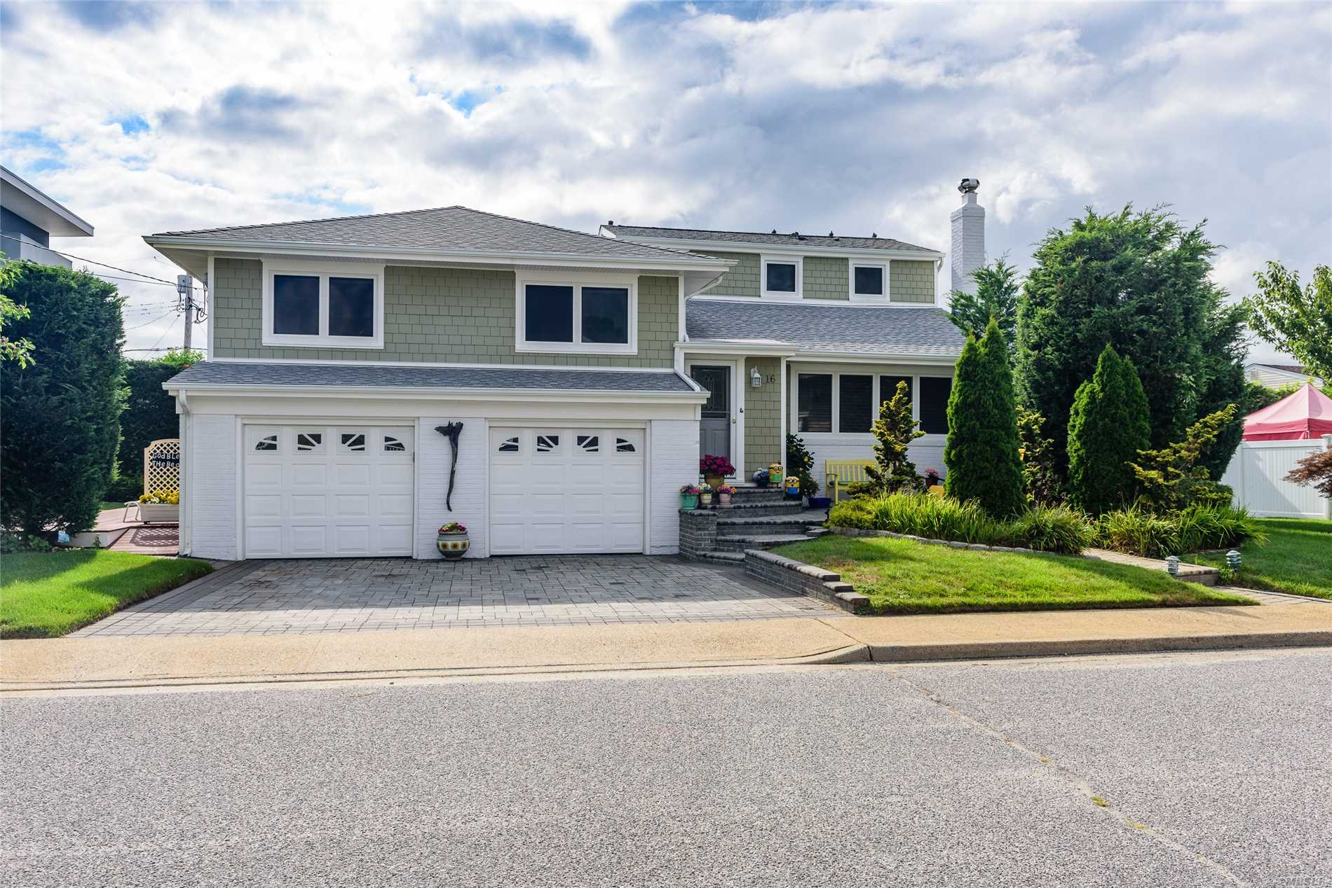 16 Leamington St - Lido Beach, New York