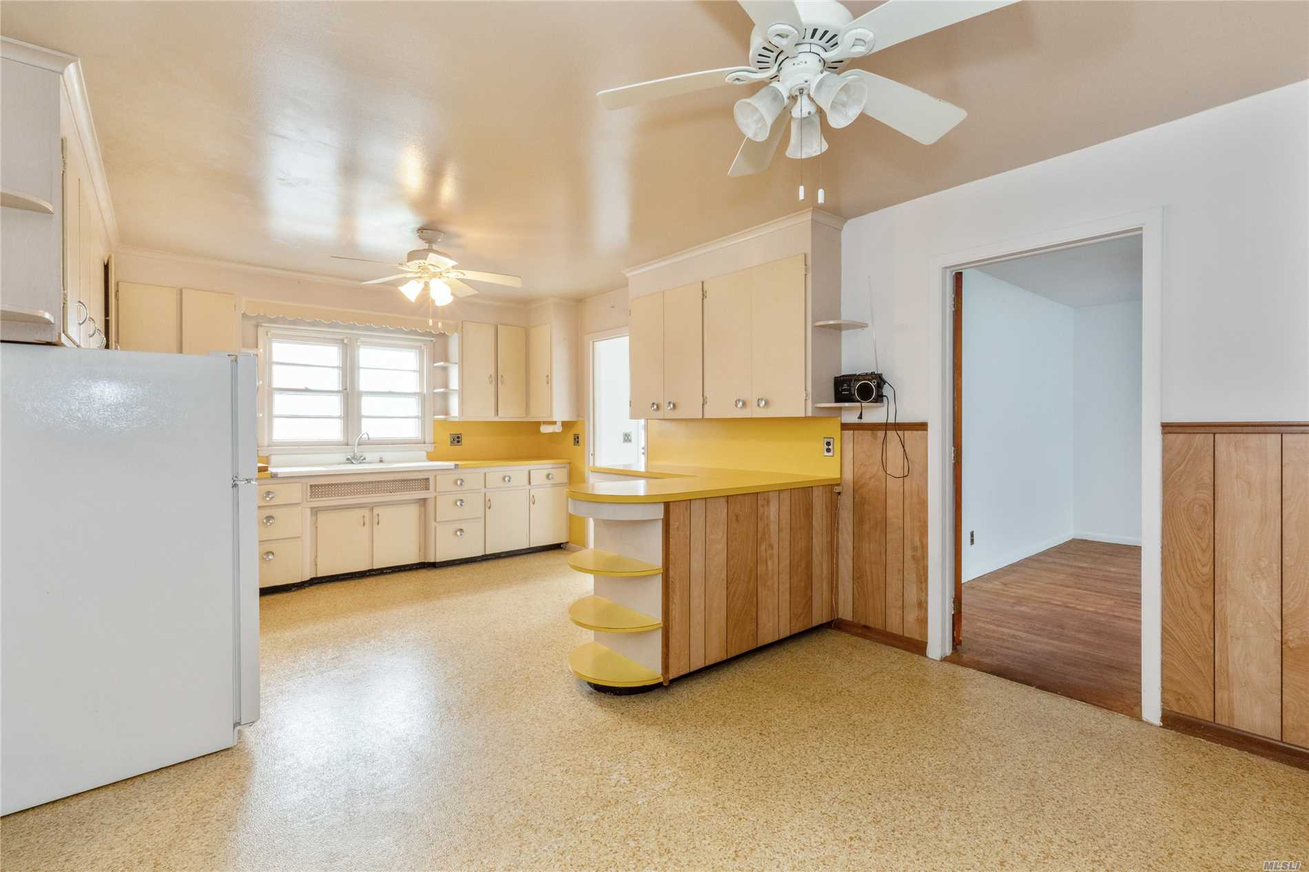 18275 Middle Rd - Cutchogue, New York