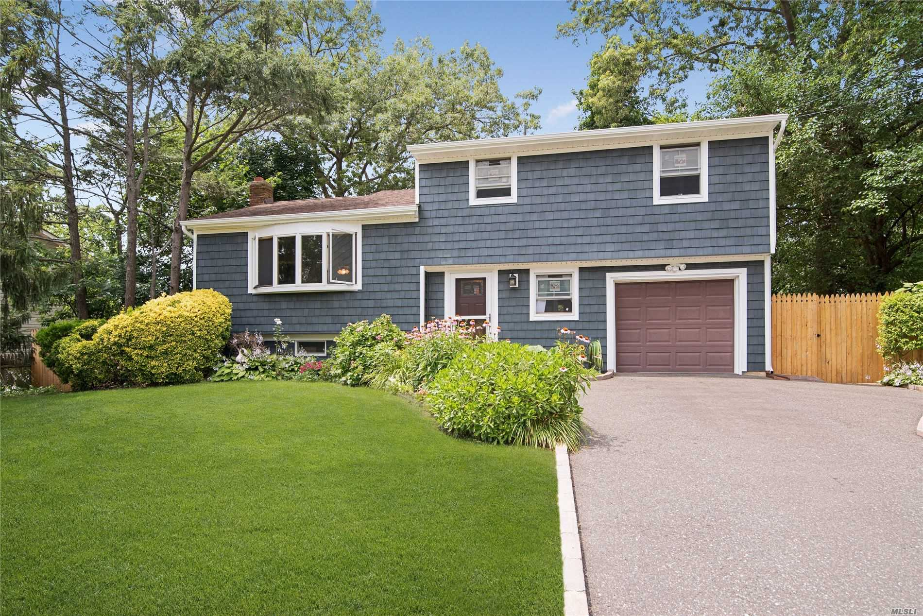 8 Biscayne Dr - Selden, New York