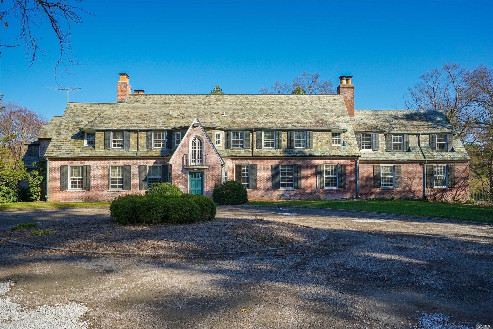 174 Hegemans Ln - Old Brookville, New York