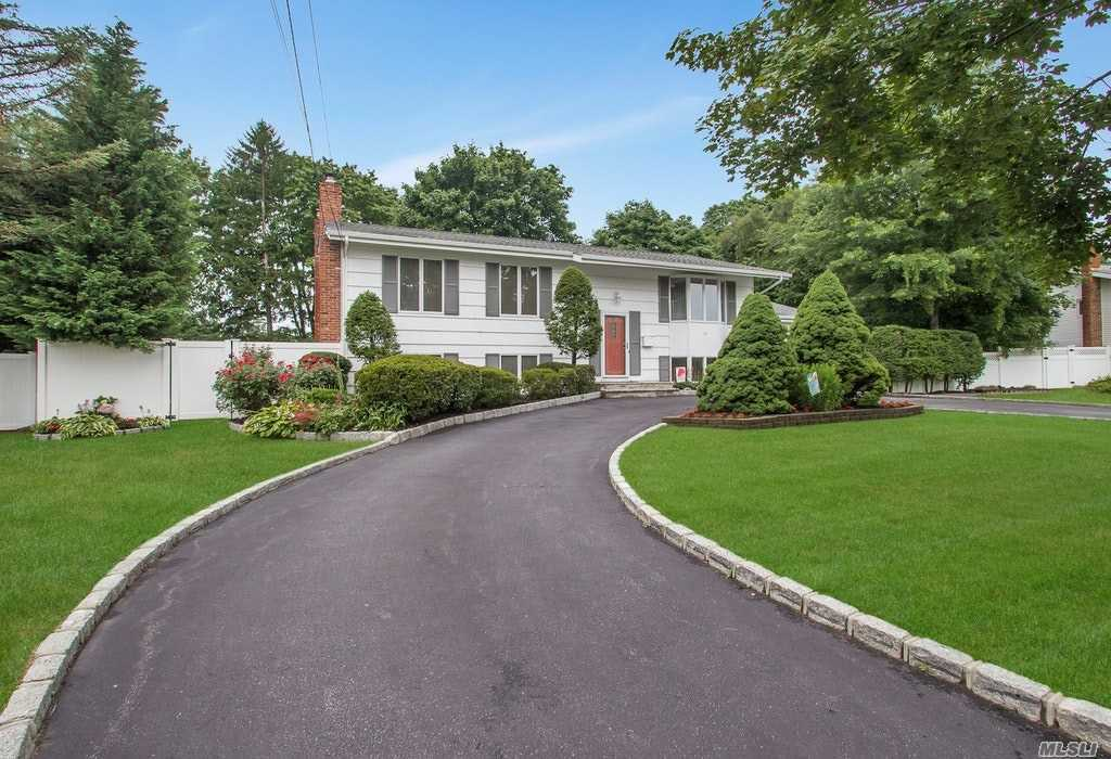 41 Briarwood Dr - Wheatley Heights, New York