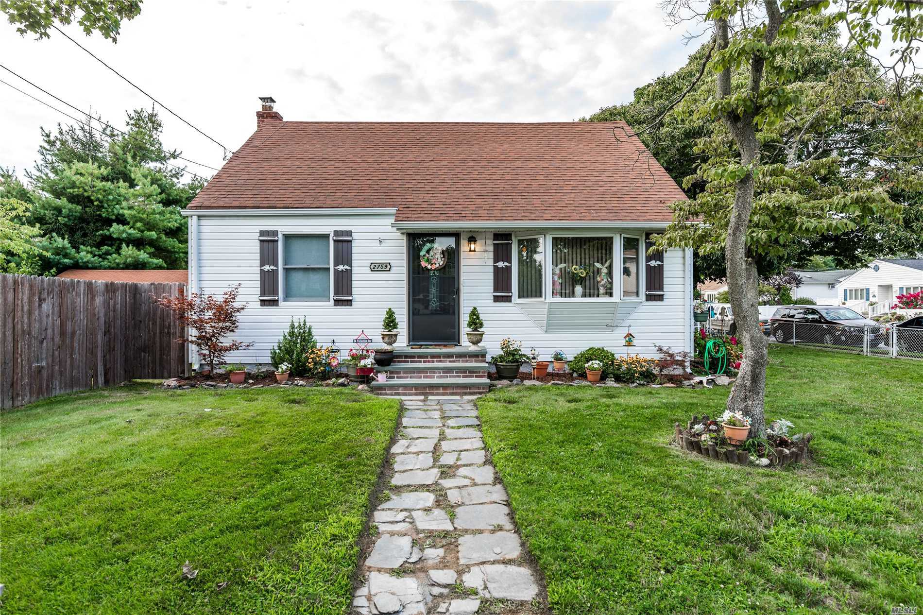 2759 Janet Ave - N. Bellmore, New York