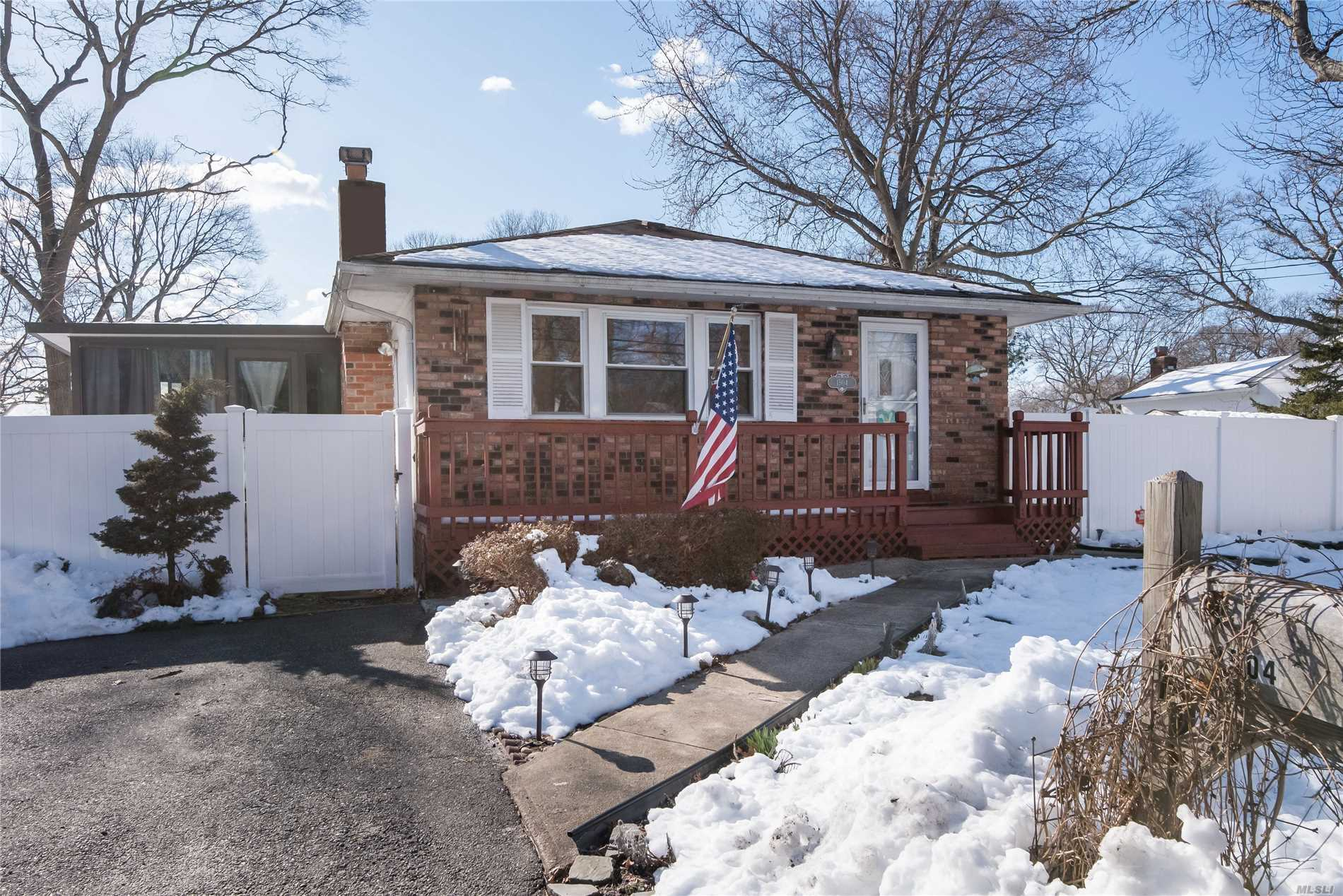 1504 Claas Ave - Holbrook, New York