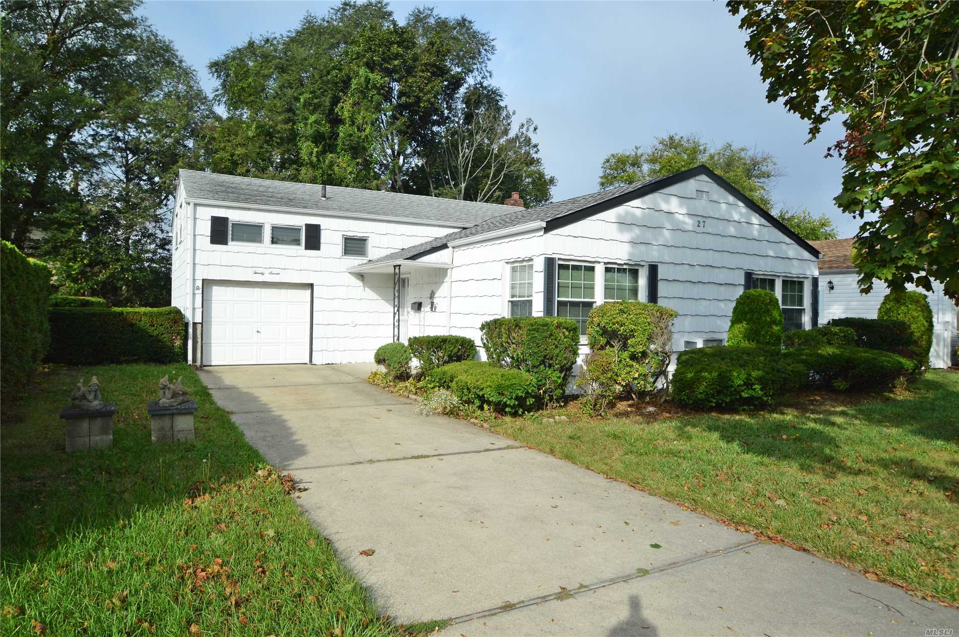 27 Jay St - Hicksville, New York