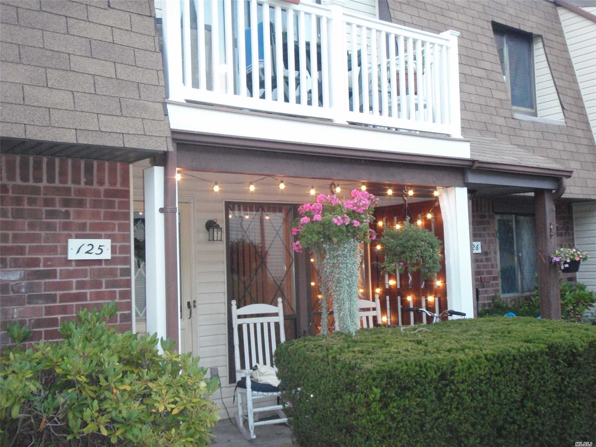 125 Clubhouse Dr - Copiague, New York