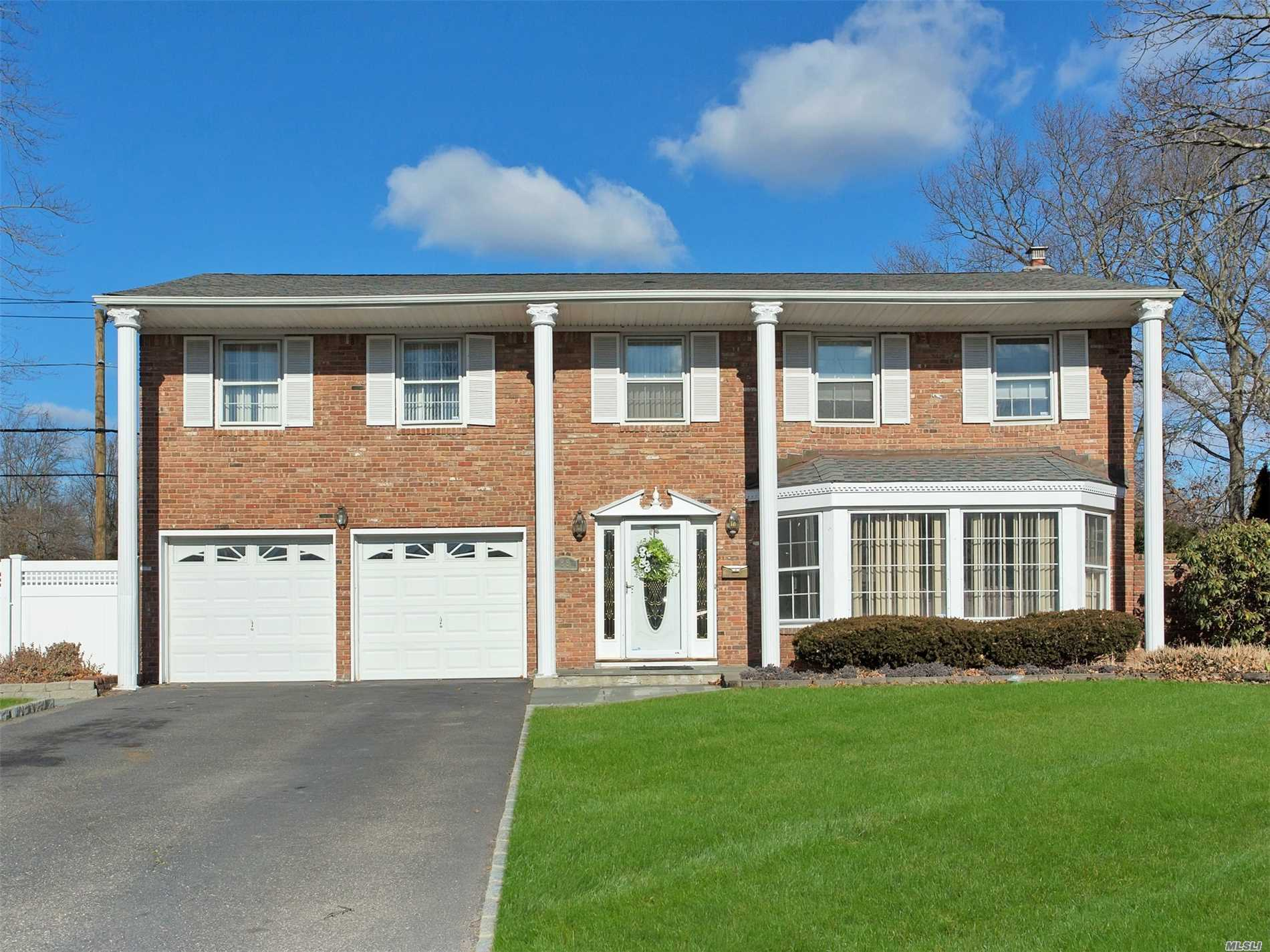 88 Darcy Cir - Islip, New York