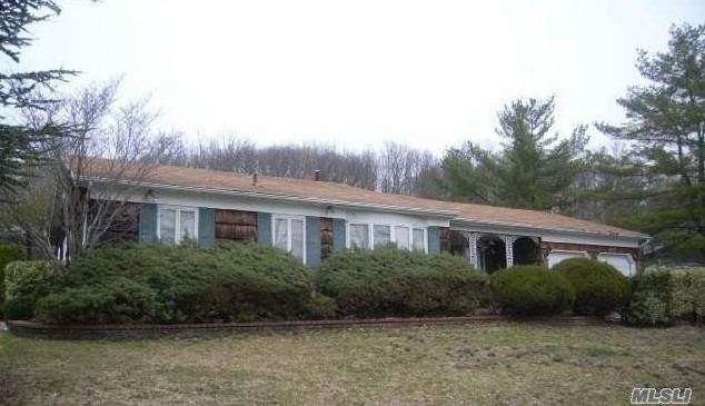 15 Waterford Dr - Wheatley Heights, New York