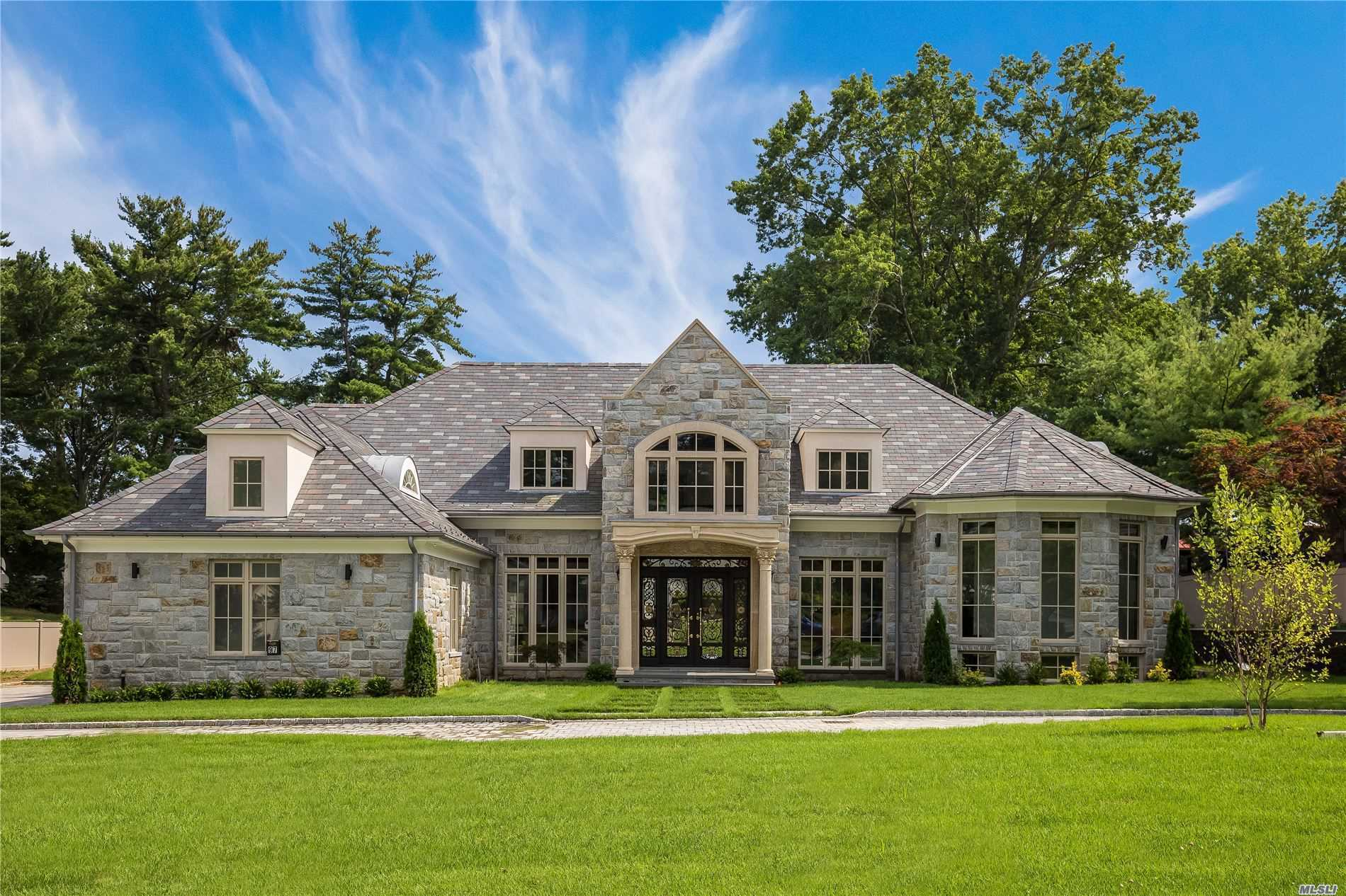 97 Crescent Dr - Searingtown, New York