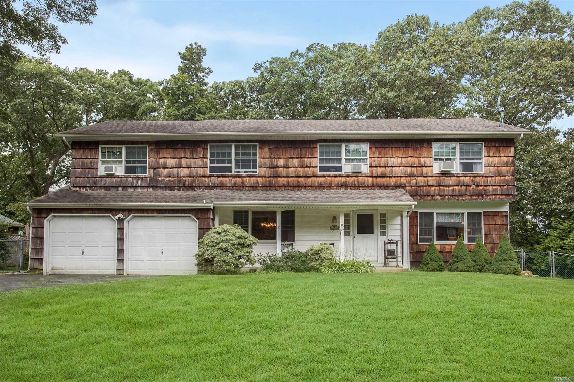 8 Tobi Ln - Setauket, New York