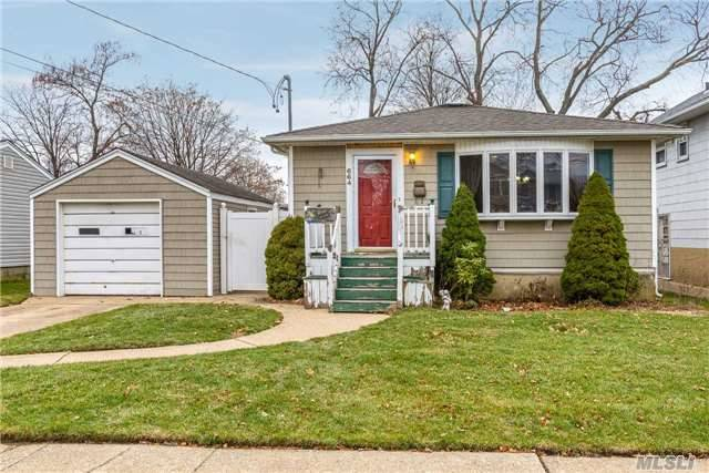 664 Evelyn Ave - East Meadow, New York