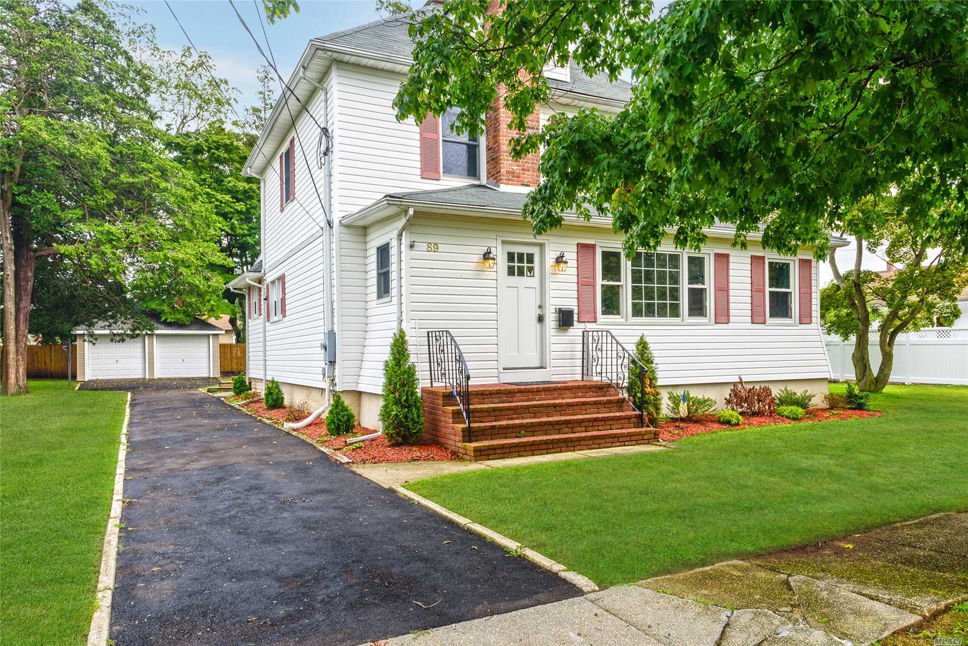 89 Hallock St - Farmingdale, New York