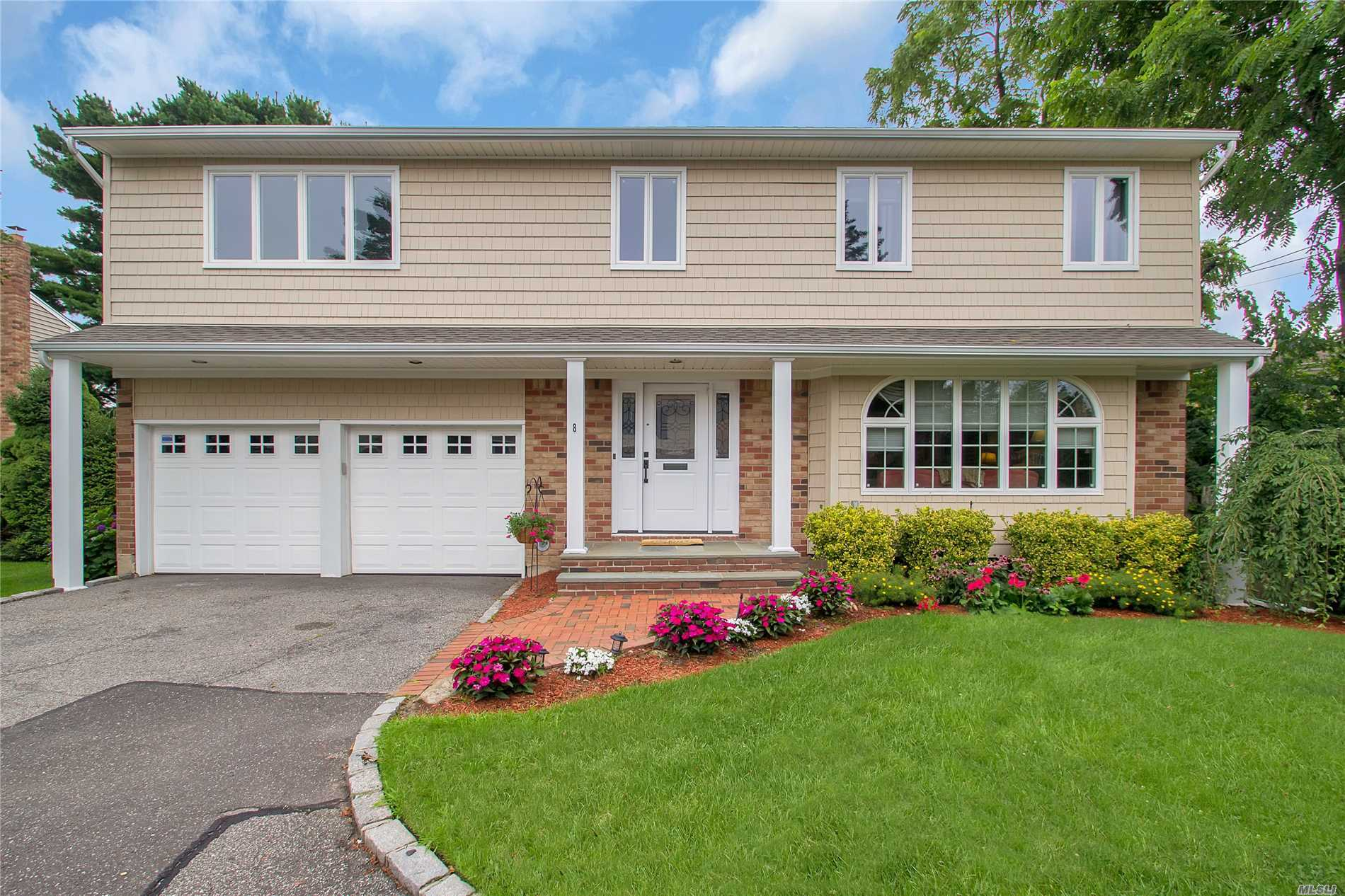 8 Sterling Ct - Plainview, New York