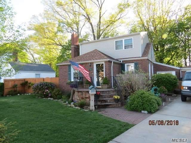 2350 Willow St - Wantagh, New York