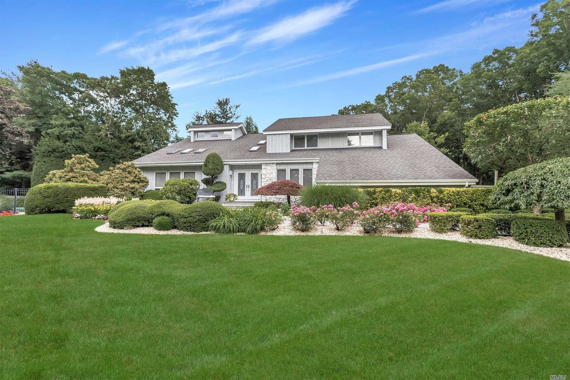 5 Caterina Ct - Dix Hills, New York