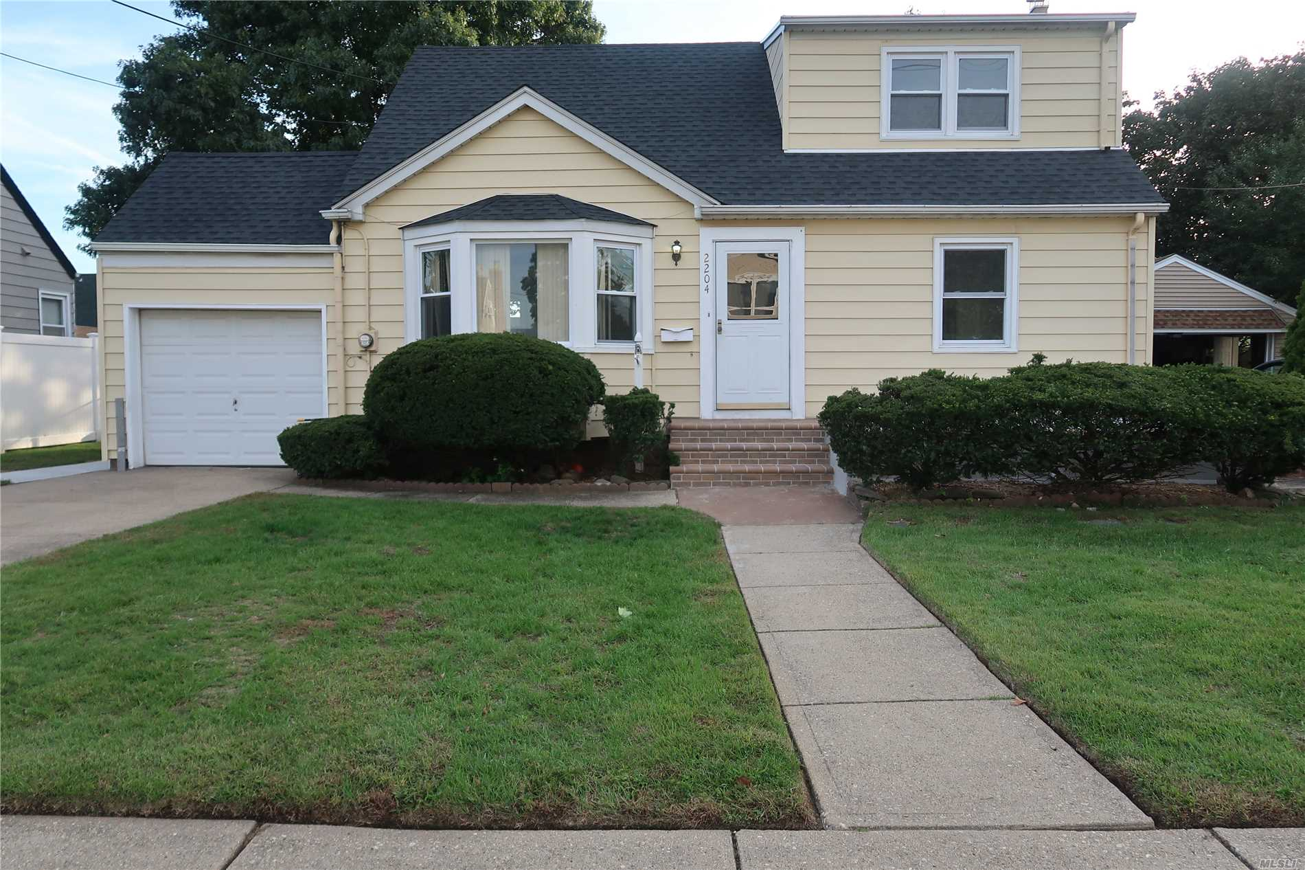 2204 6th St - East Meadow, New York