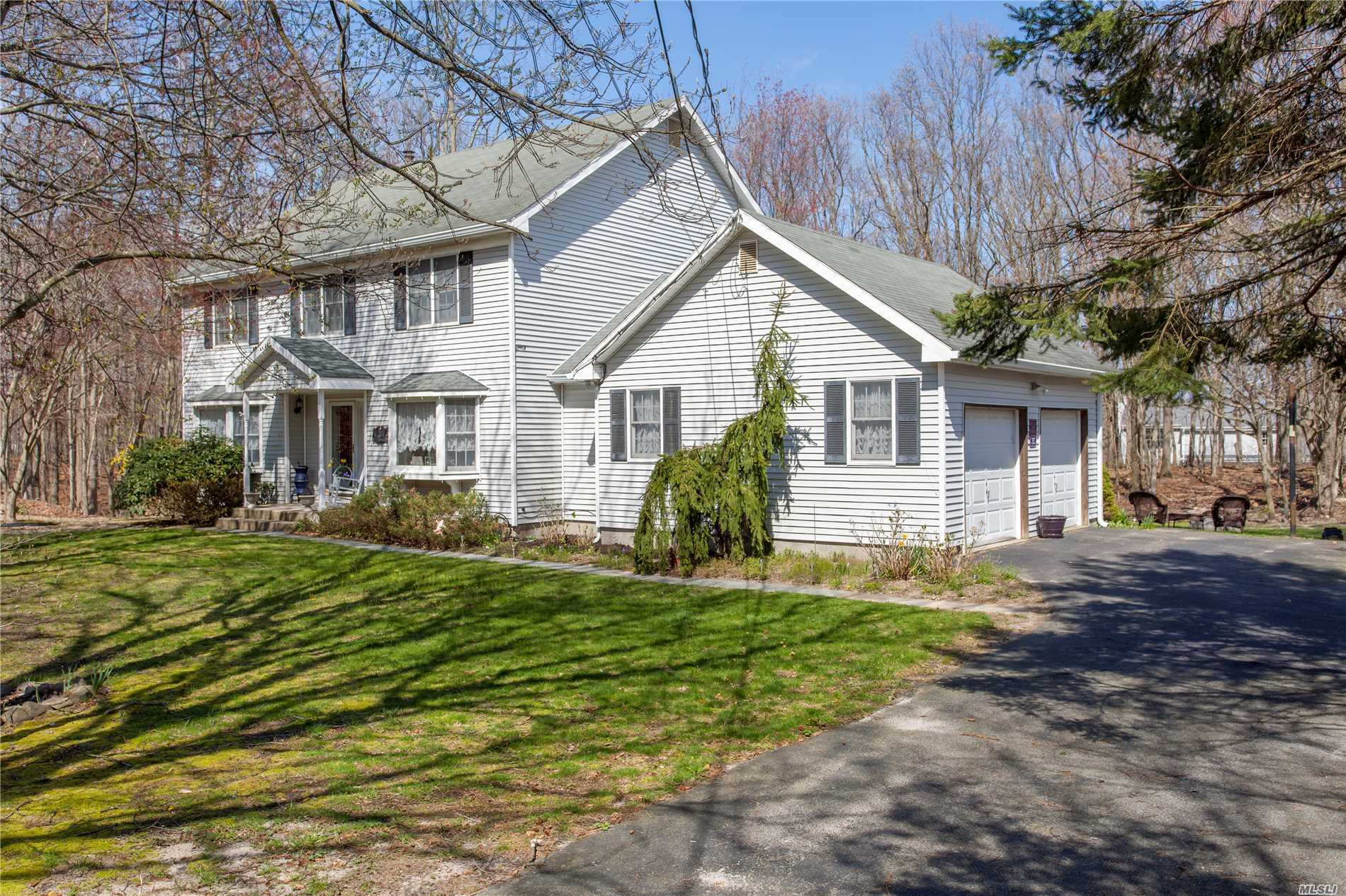 83 Brookhaven Dr - Rocky Point, New York
