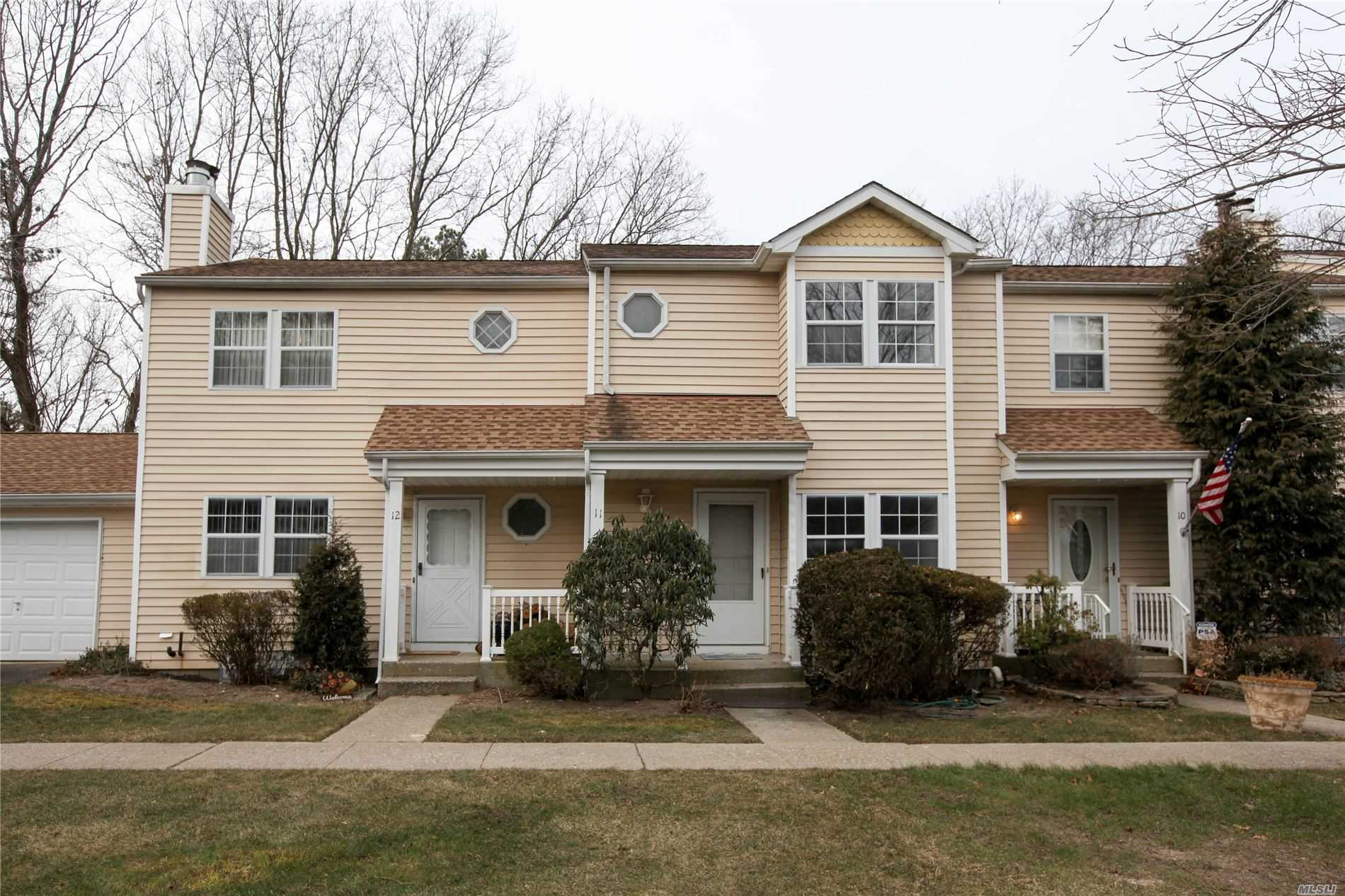 11 Hopkins Cmns - Yaphank, New York