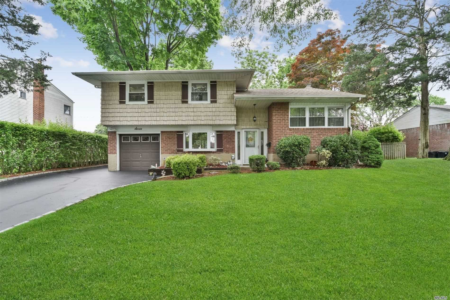 7 Rensselaer Dr - Commack, New York