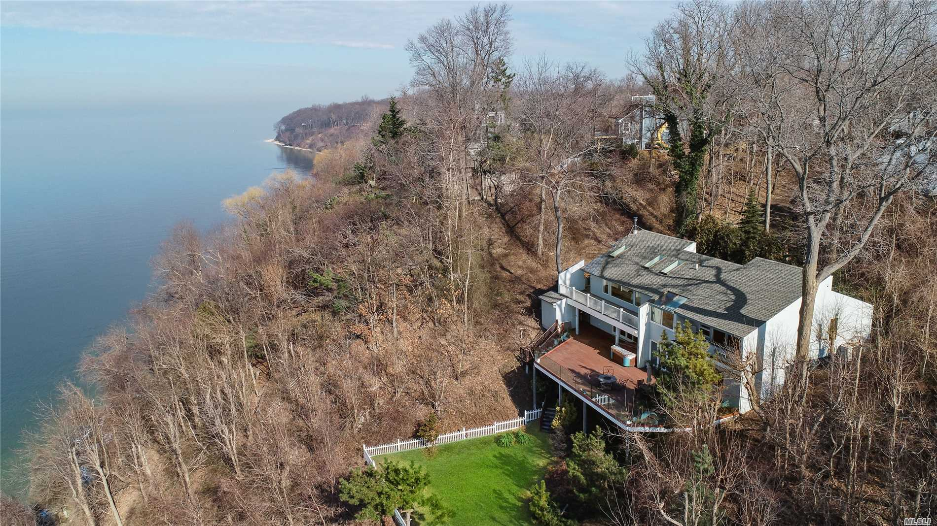 26 Norfolk Dr - Northport, New York