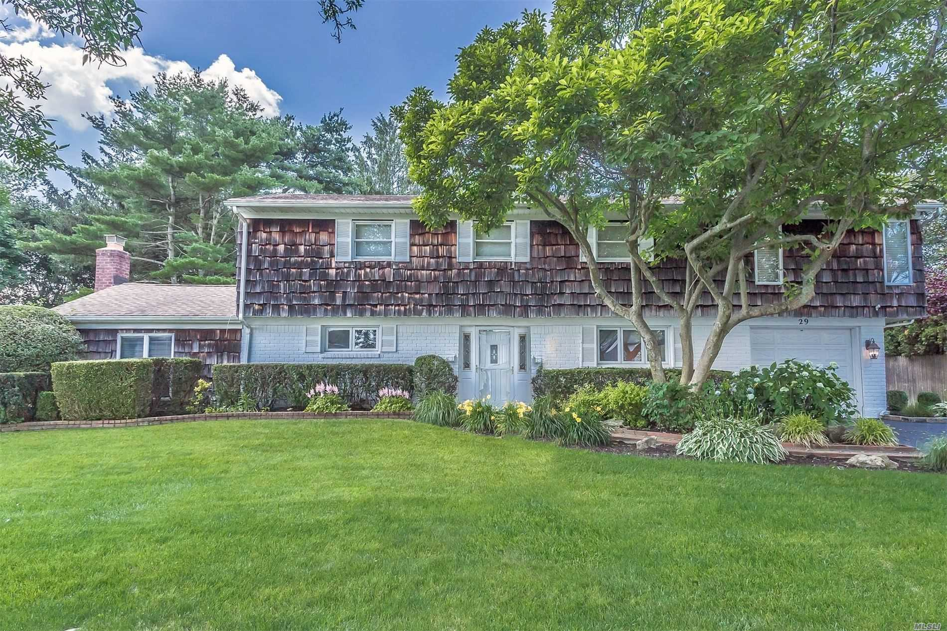 29 E Park Dr - Old Bethpage, New York