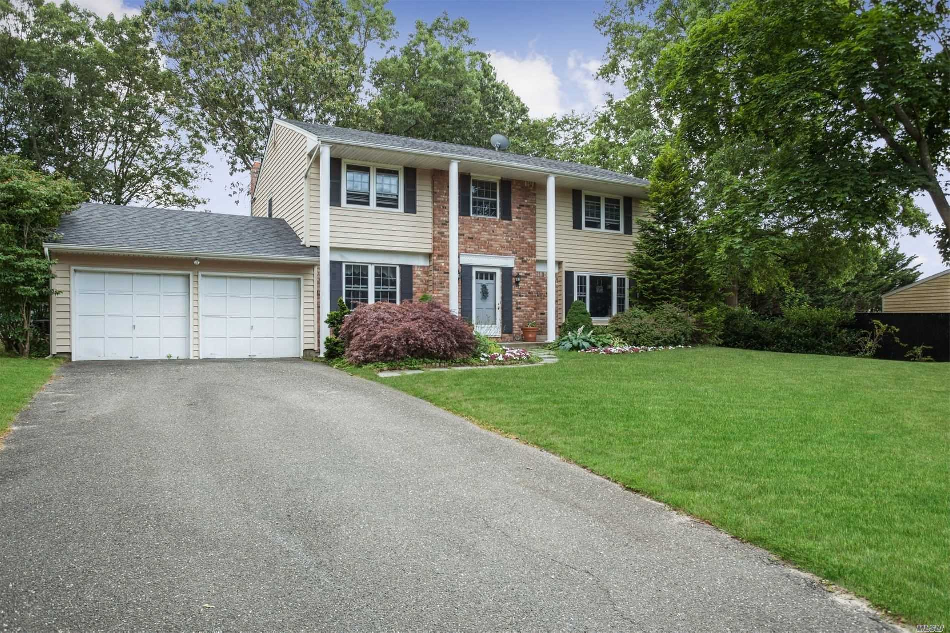 4 Link Ct - S. Setauket, New York