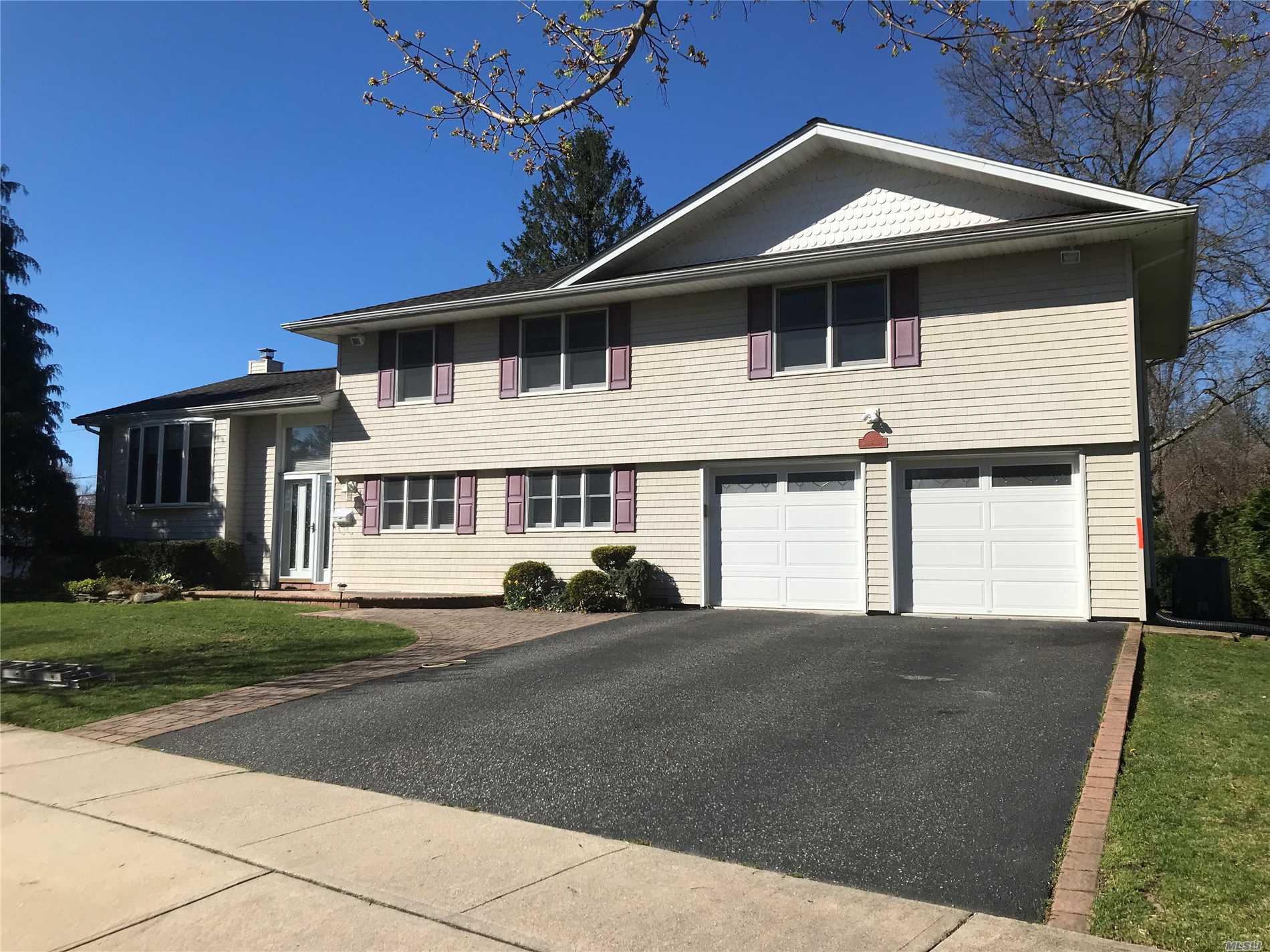 21 Michael Dr - Old Bethpage, New York