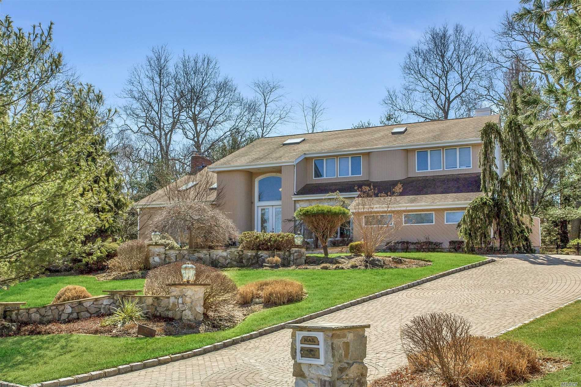 40 Hunting Hollow Ct - Dix Hills, New York