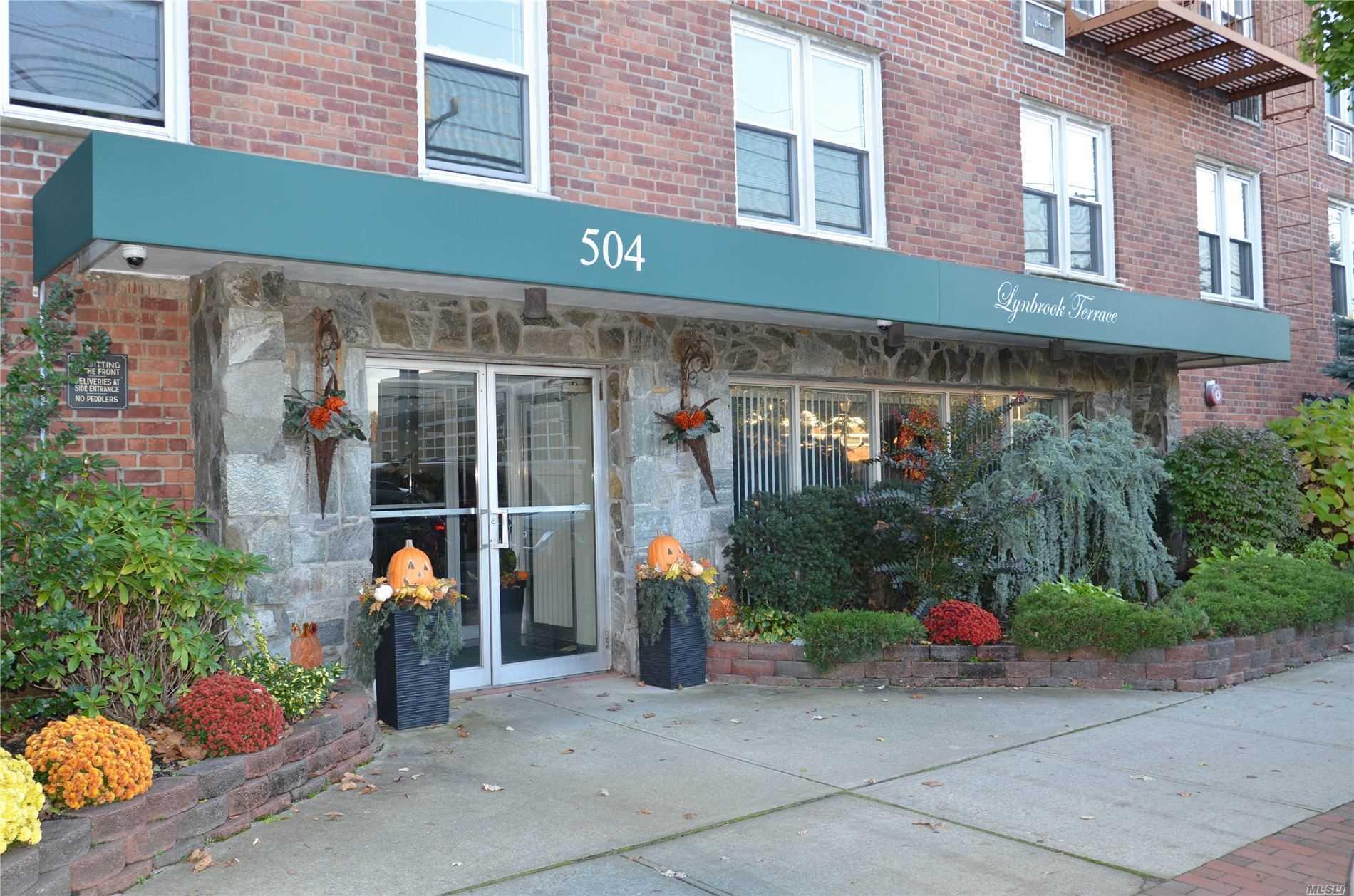504 Merrick Rd, 3C - Lynbrook, New York