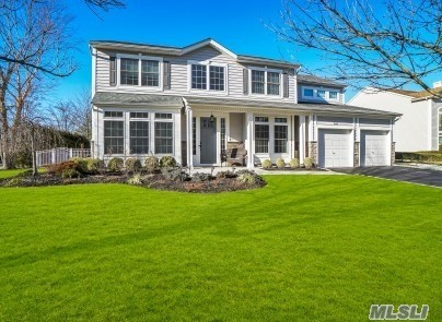 16 Hamlet Woods Dr - St. James, New York
