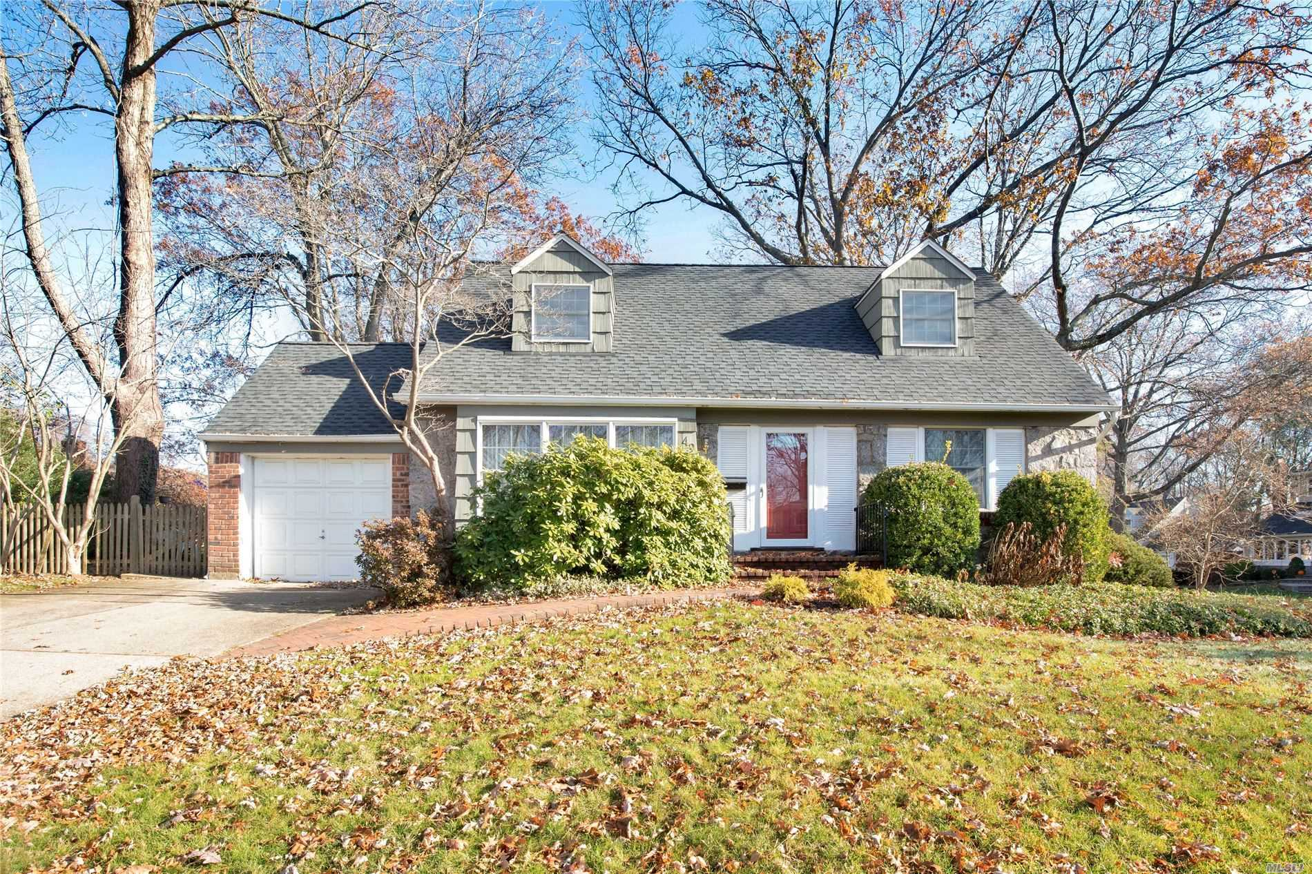 49 Simpson Dr - Old Bethpage, New York