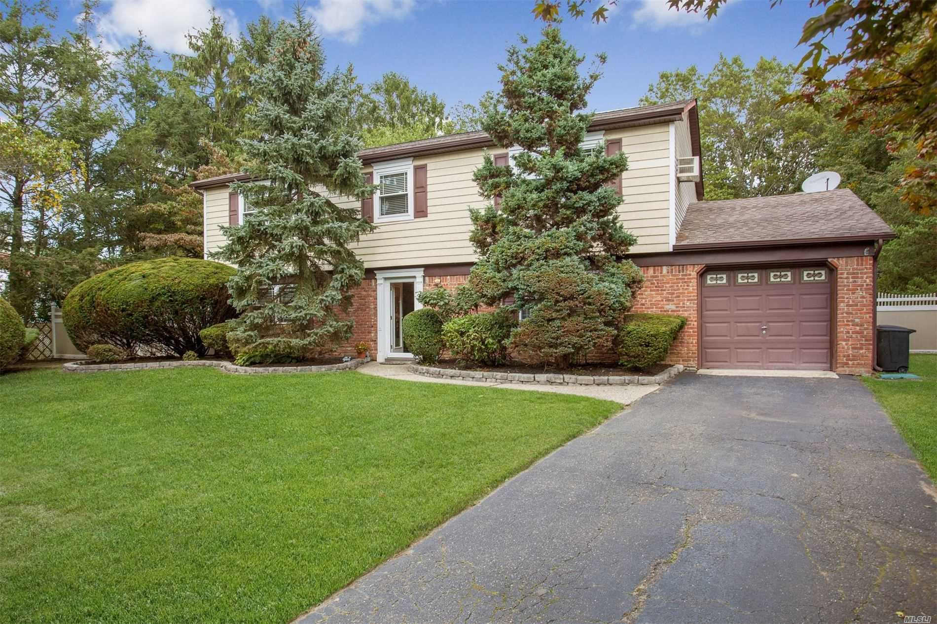 67 Long Meadow Pl - S. Setauket, New York