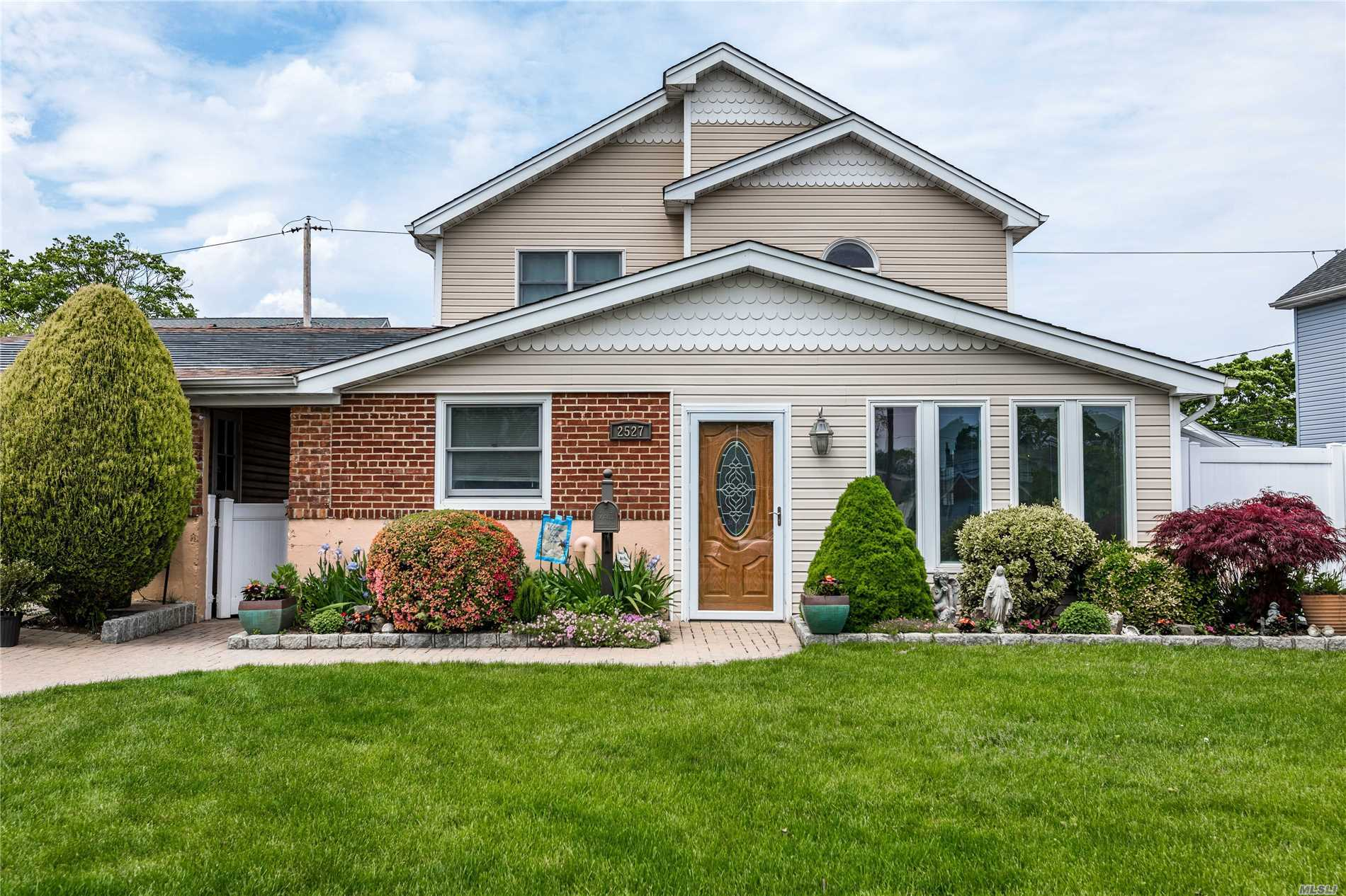 2527 Cypress Ave - East Meadow, New York