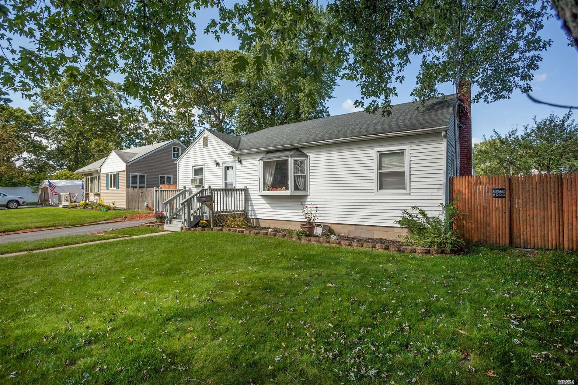 23 Snyder St - Patchogue, New York