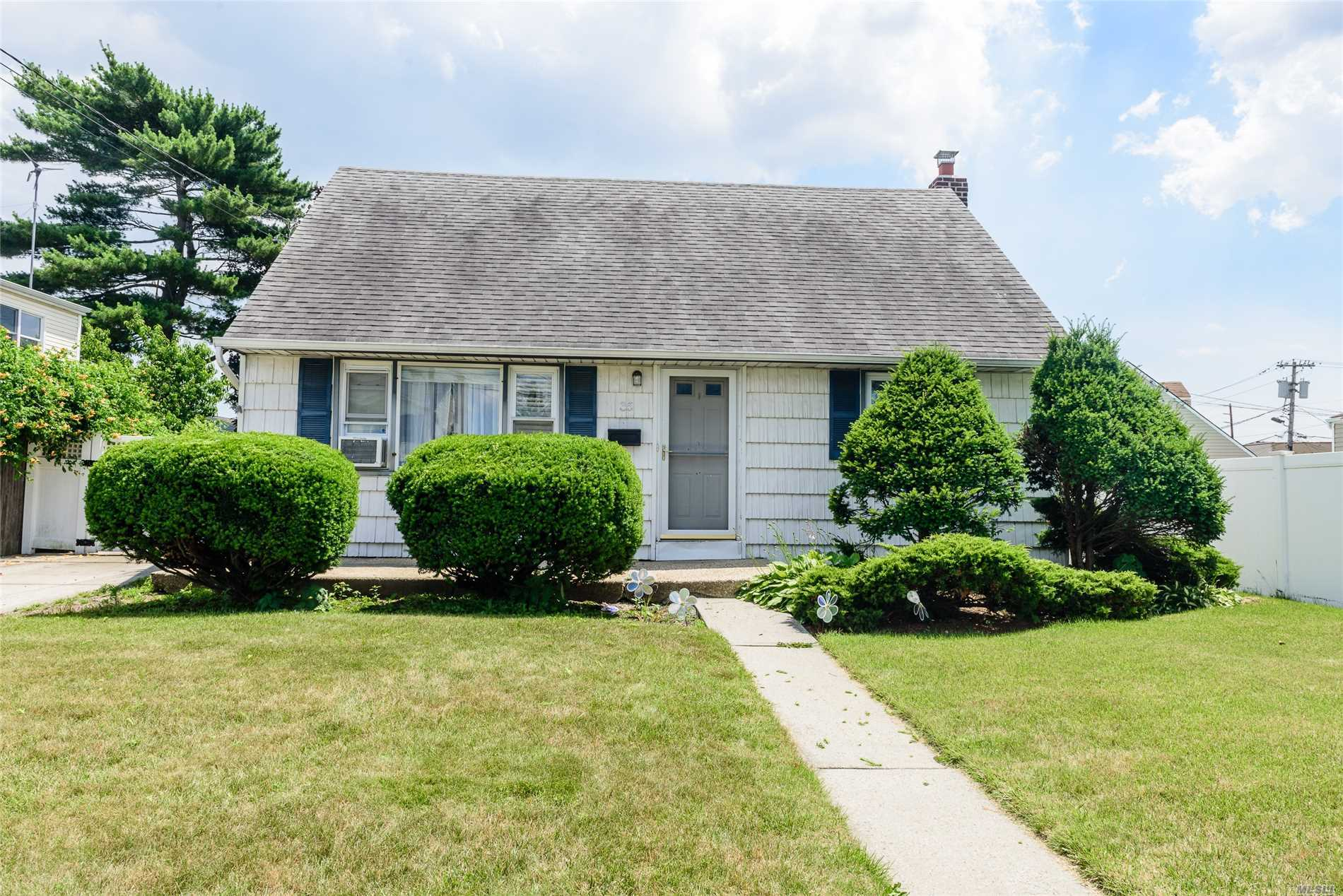 35 Moore Dr - Bethpage, New York