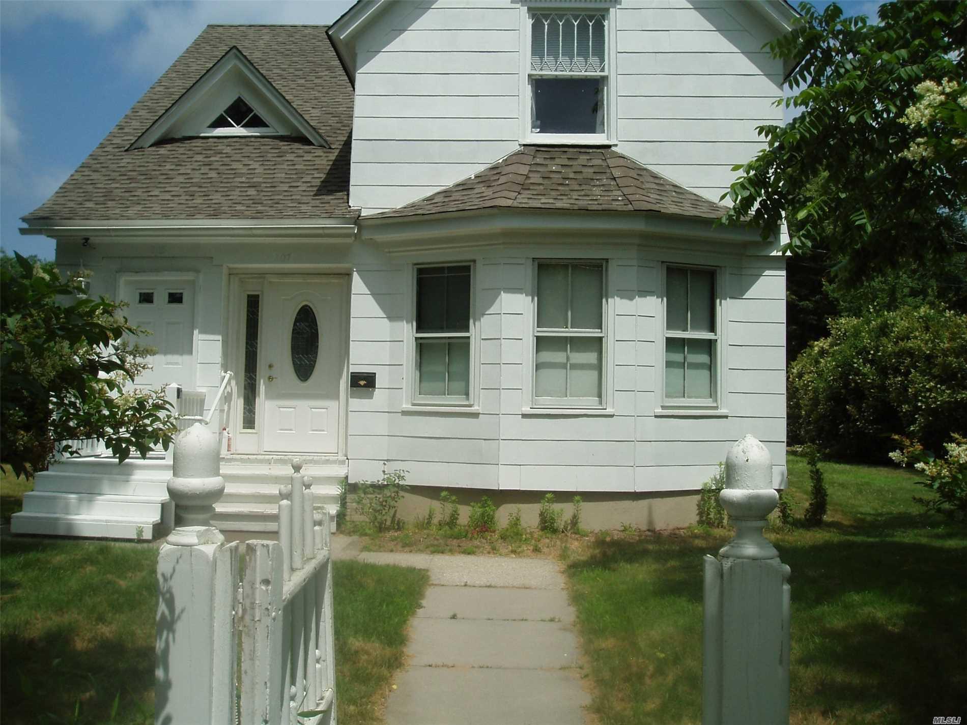 205 Meeting House Ln - Southampton, New York