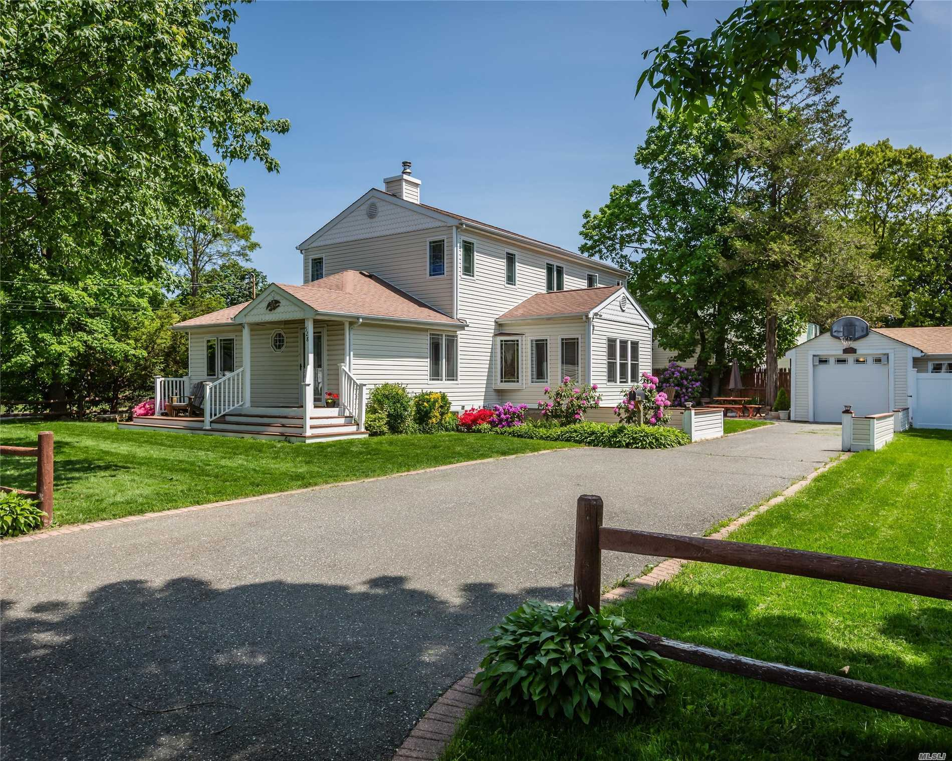528 3rd St - E. Northport, New York