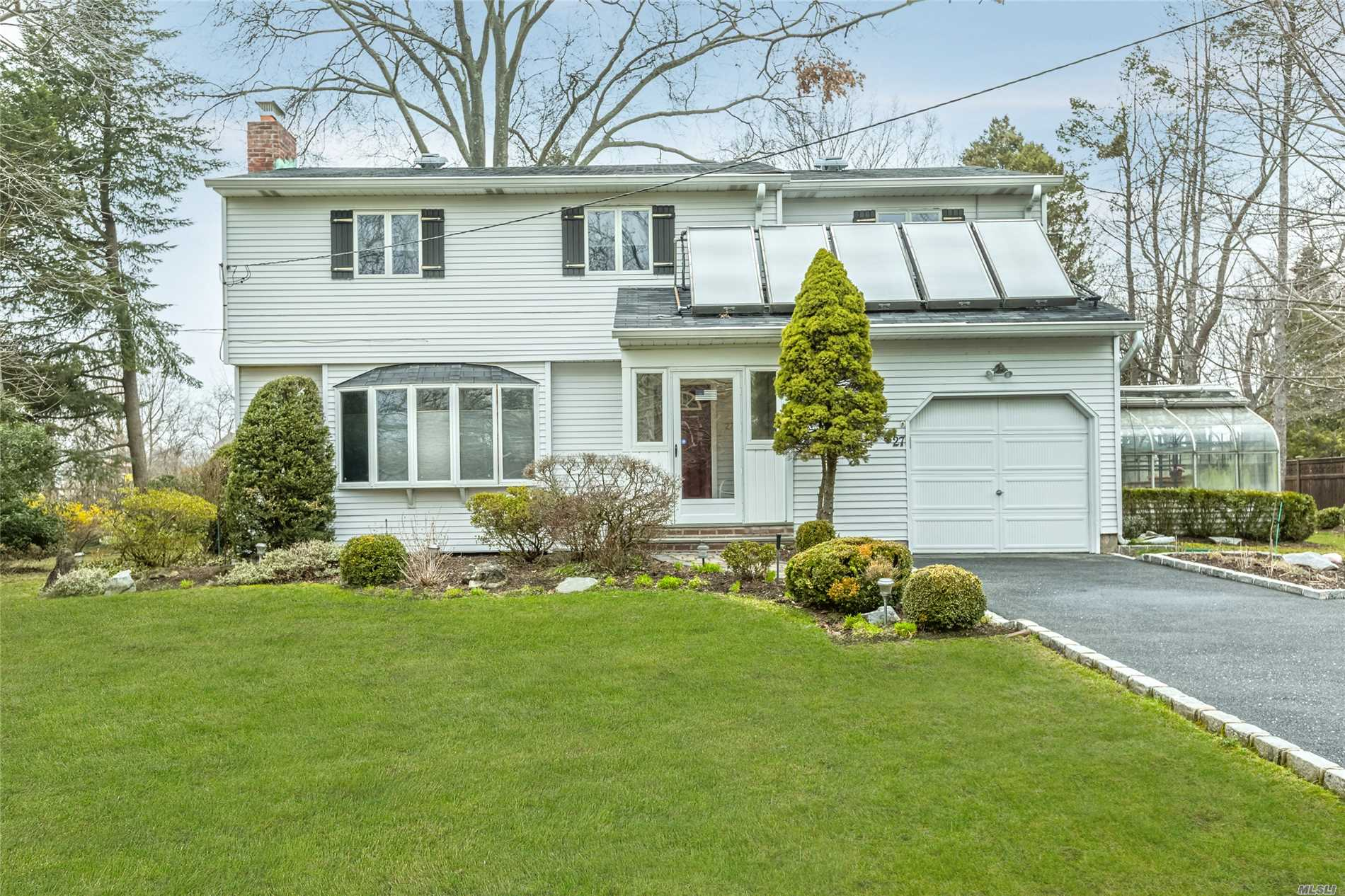27 Bowdon Rd - Greenlawn, New York