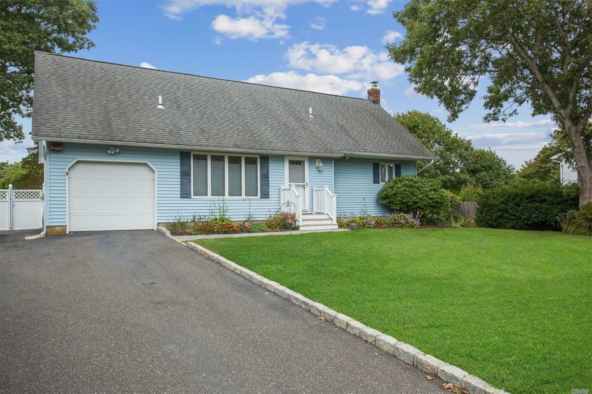 61 Camille Ln - E. Patchogue, New York