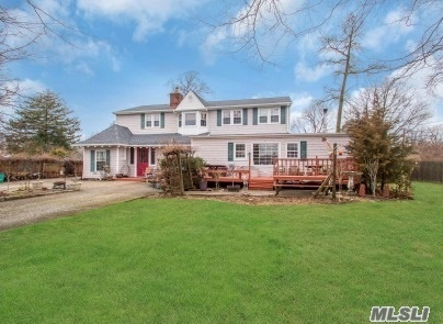 14 Michalis Ct - West Islip, New York