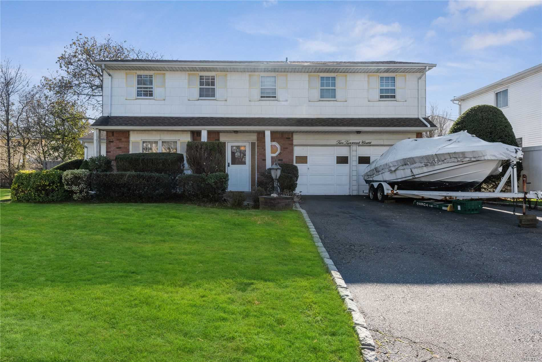 2 Tanwood Ct - Bethpage, New York