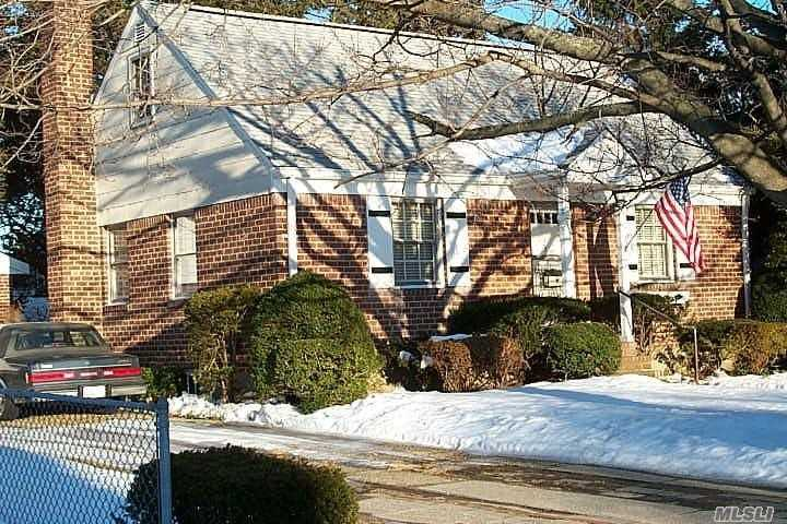 2357 Rugby St - East Meadow, New York