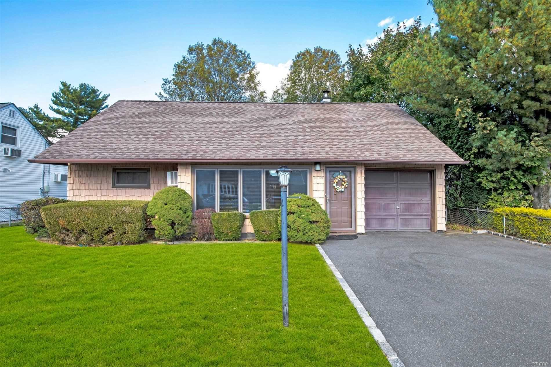 3663 Fiddler Ln - Bethpage, New York