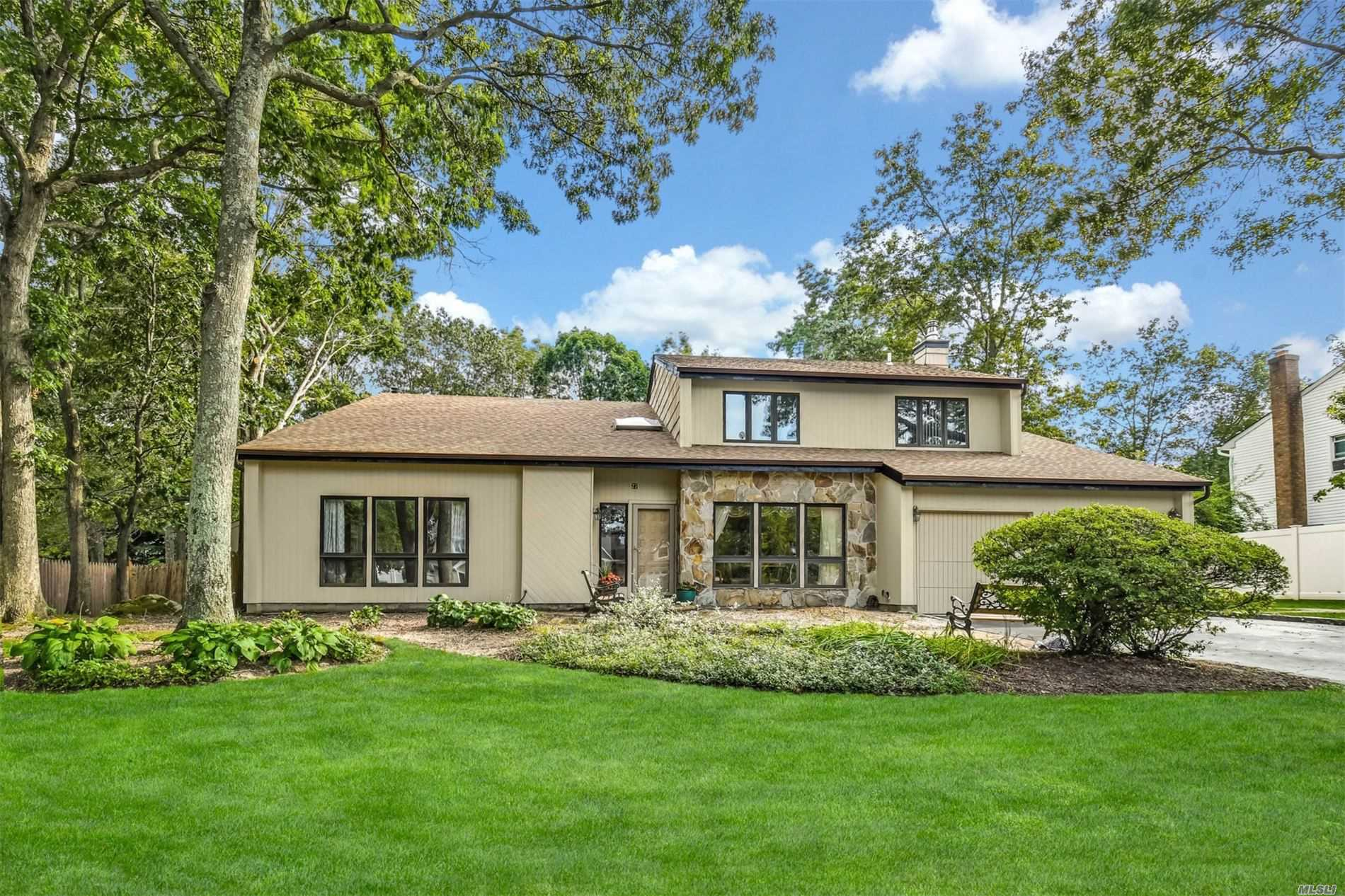 27 Jill Dr - Commack, New York
