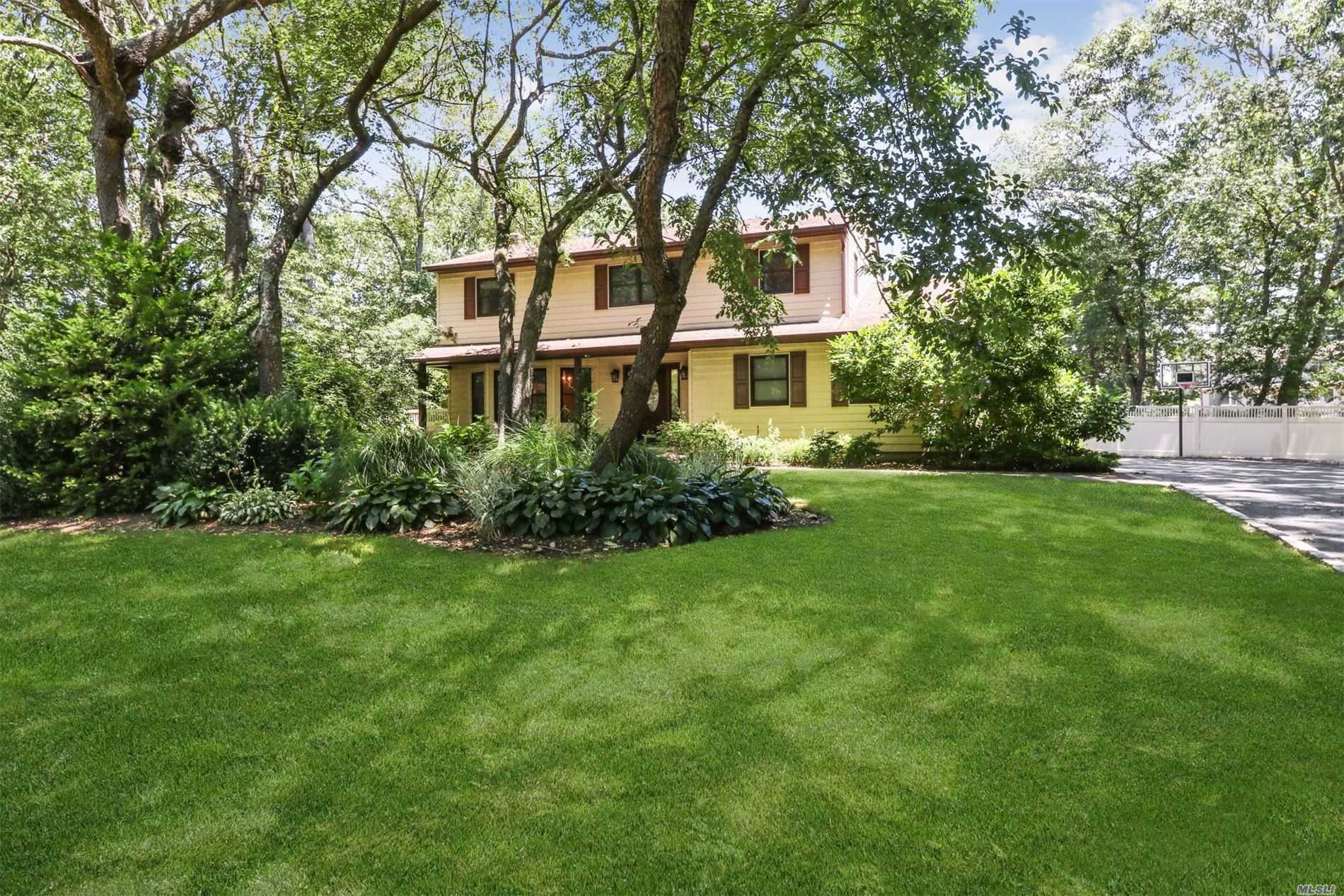 11 Patrician Dr - E. Northport, New York