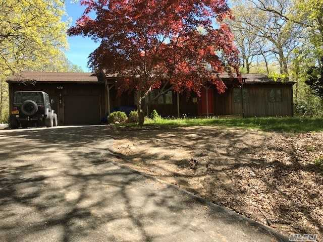8490 Soundview Ave - Southold, New York